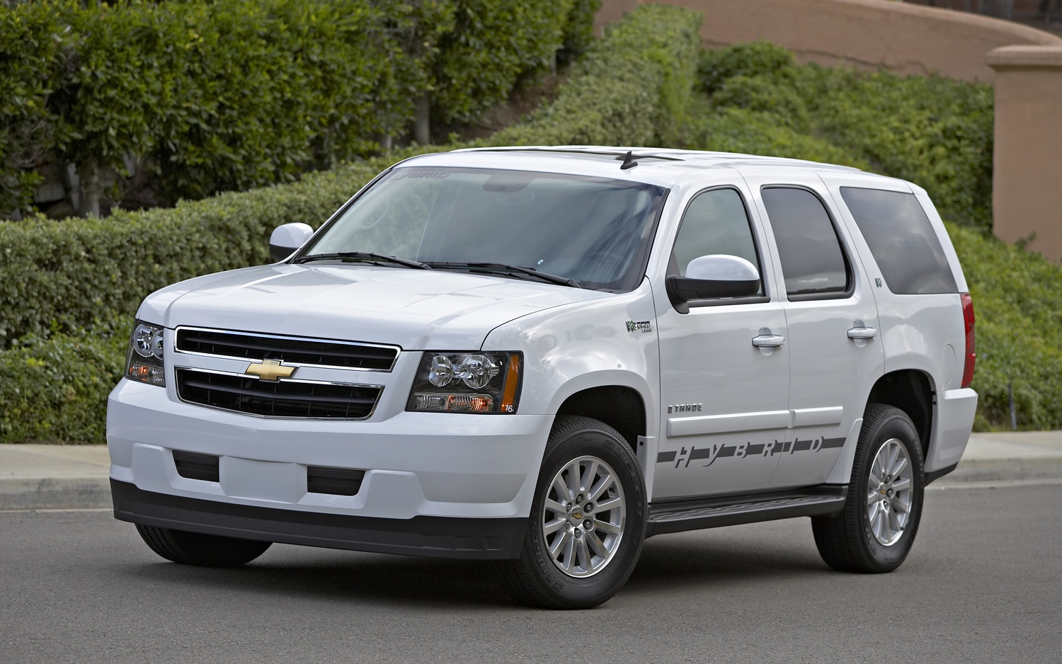 2008 chevrolet tahoe hybrid front three quarter