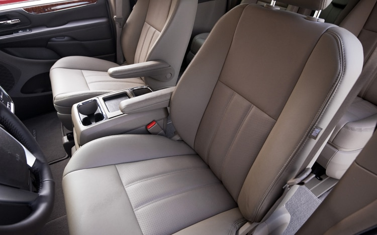 2011 Chrysler Town Amp Country Receives New Look Interior