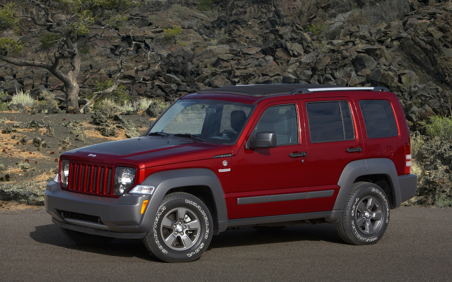 chrysler ceo jeep liberty dodge nitro replacements in the works. Black Bedroom Furniture Sets. Home Design Ideas