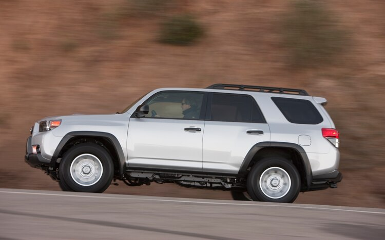 2011 toyota 4runner sr5 4x4 editors 39 notebook. Black Bedroom Furniture Sets. Home Design Ideas