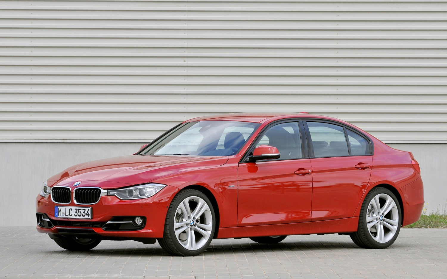2012 bmw 335i sedan editors 39 notebook automobile magazine. Black Bedroom Furniture Sets. Home Design Ideas
