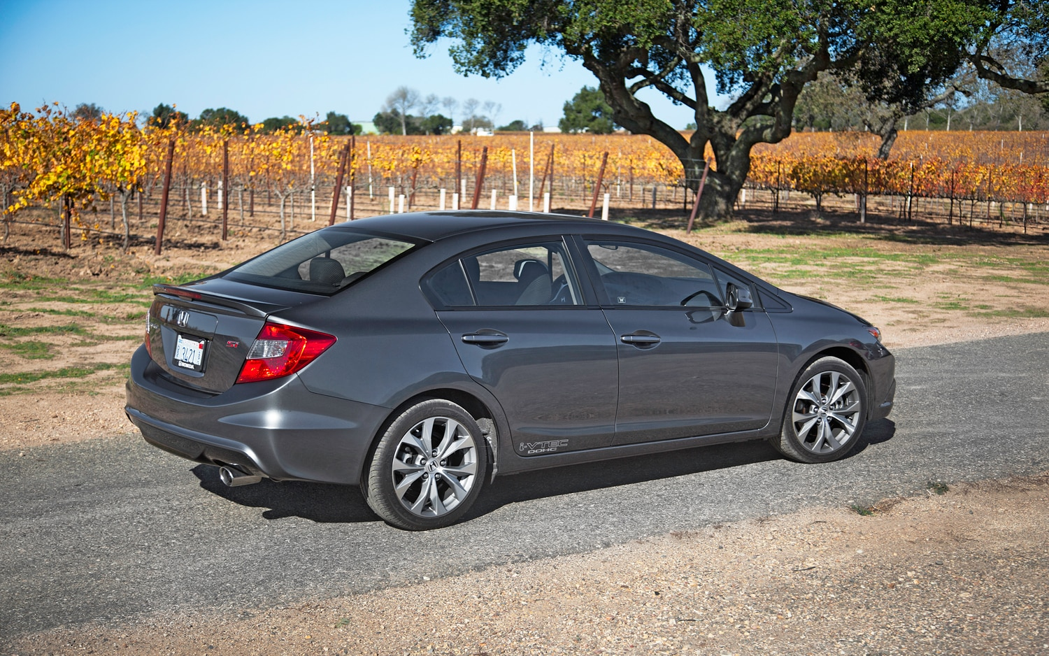 2012 honda civic natural gas editors 39 notebook automobile magazine. Black Bedroom Furniture Sets. Home Design Ideas