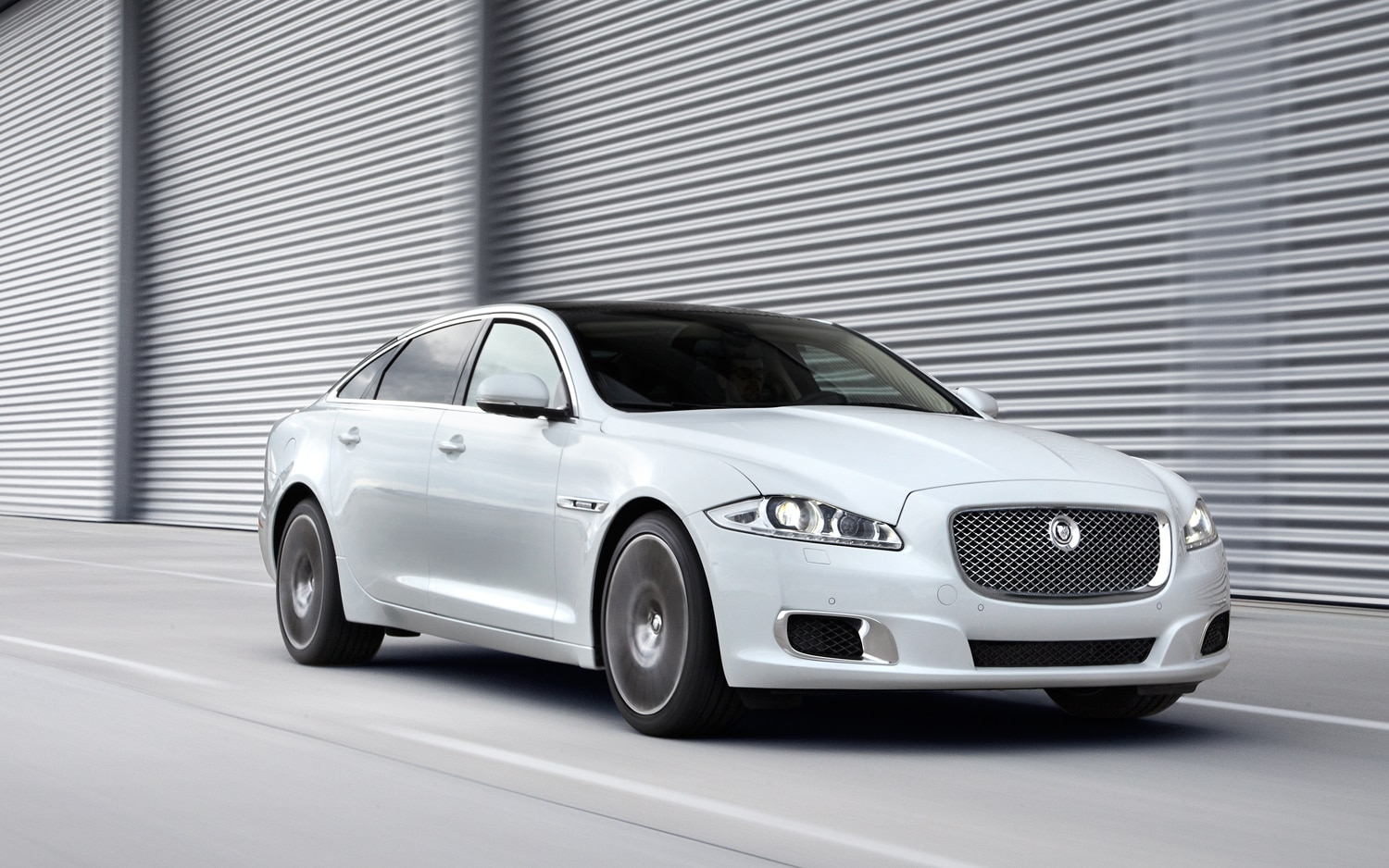 2012 jaguar xjl portfolio editors 39 notebook automobile magazine. Black Bedroom Furniture Sets. Home Design Ideas