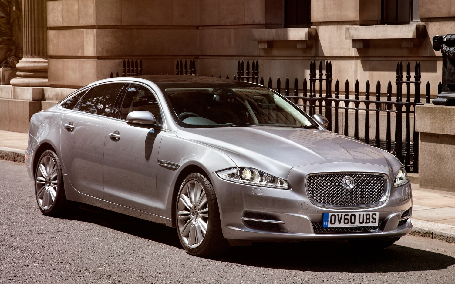 startech dresses up 2012 jaguar xj sedan. Black Bedroom Furniture Sets. Home Design Ideas