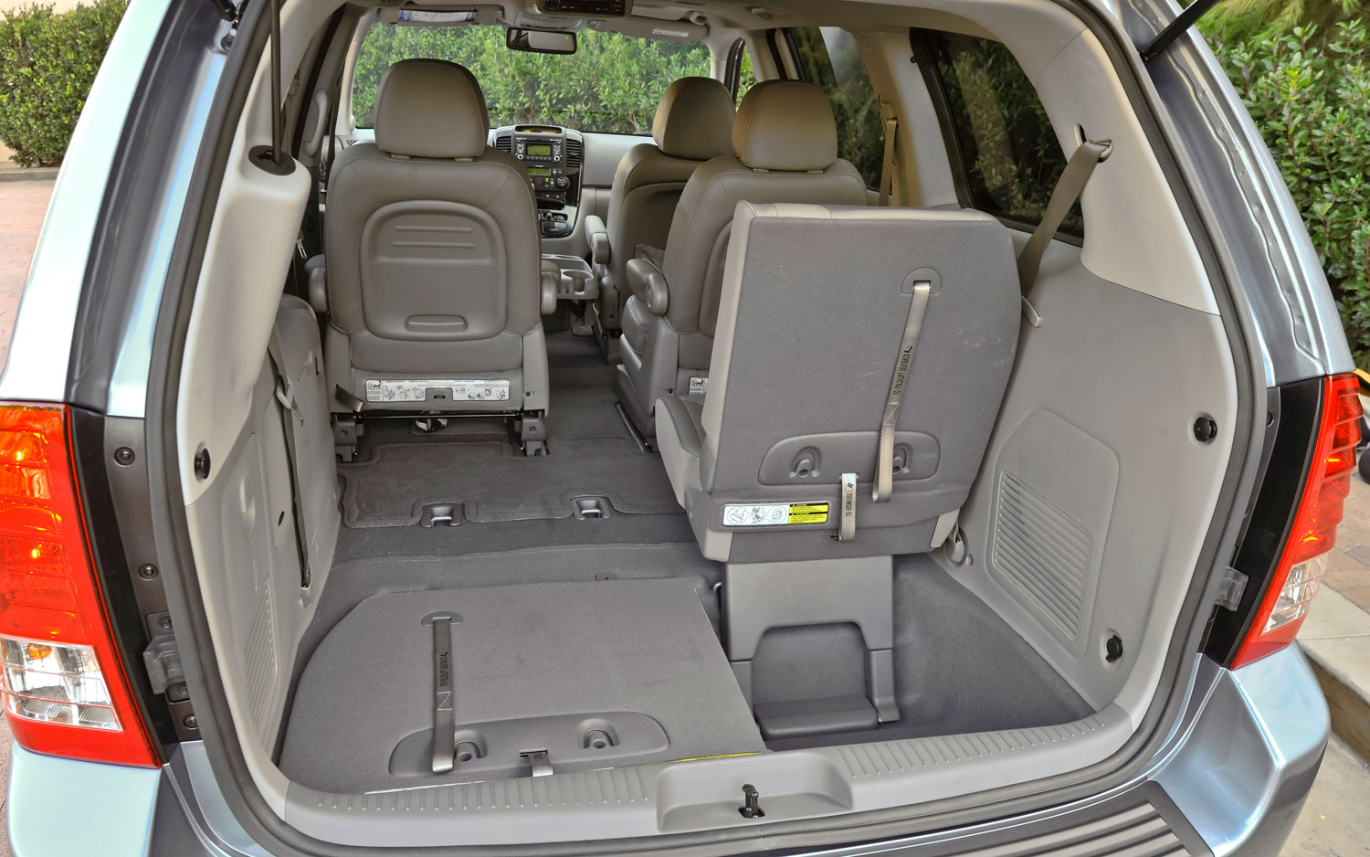 kia carnival luggage space auto cars. Black Bedroom Furniture Sets. Home Design Ideas