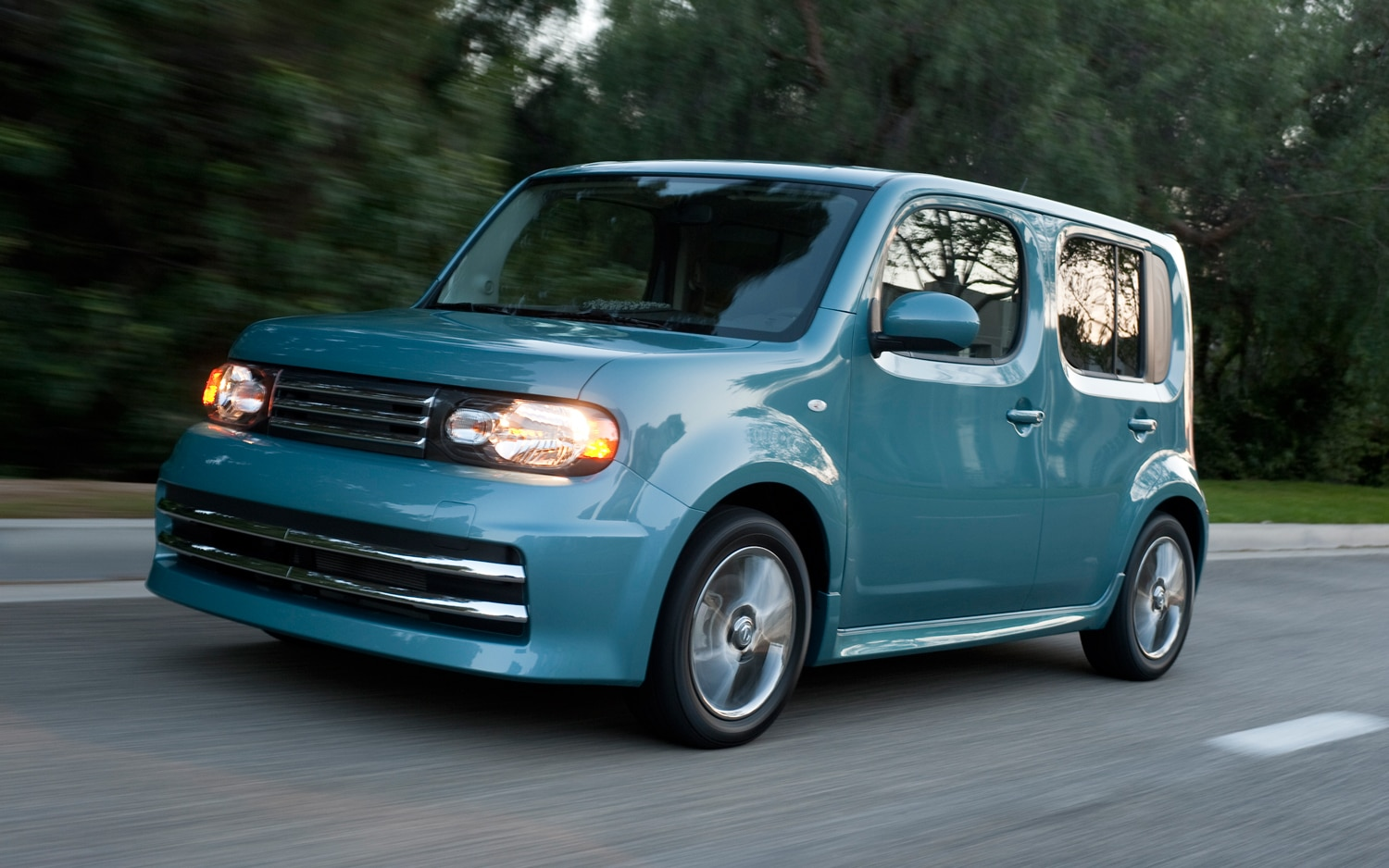 2010 nissan cube 2010 design of the year automobile magazine. Black Bedroom Furniture Sets. Home Design Ideas