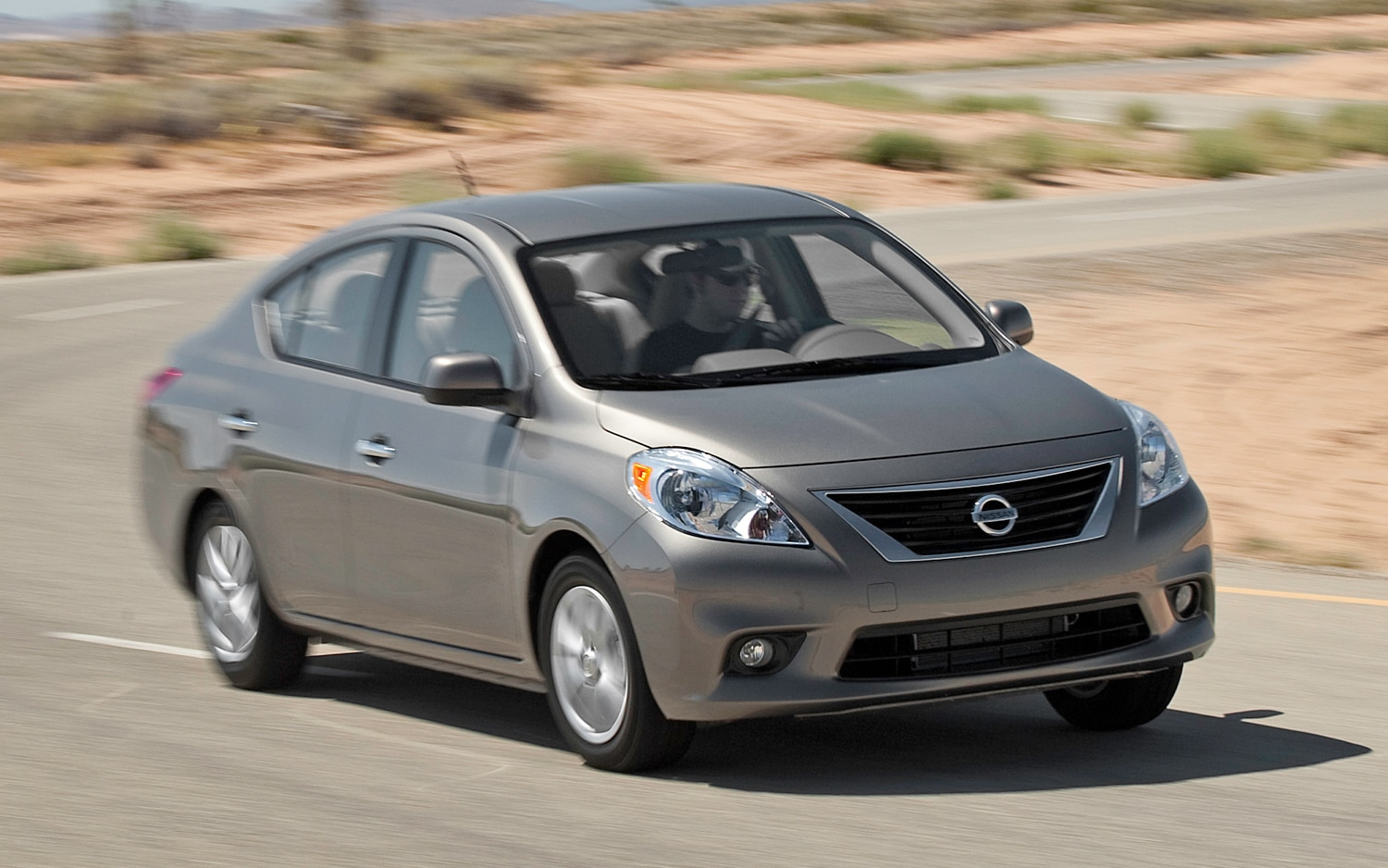 2012 nissan versa sedan sl editors 39 notebook automobile magazine. Black Bedroom Furniture Sets. Home Design Ideas