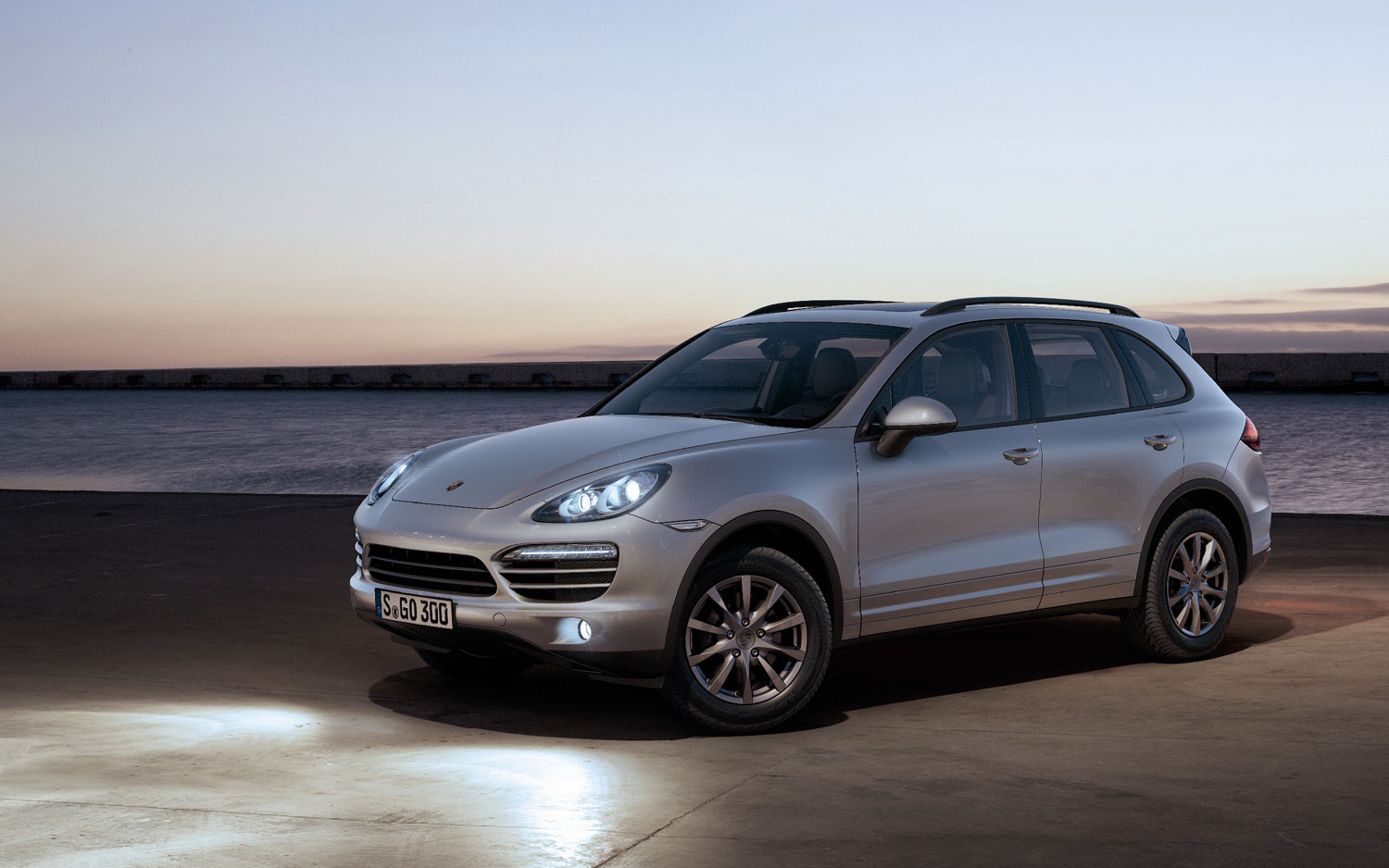 2012 porsche cayenne left three quarter