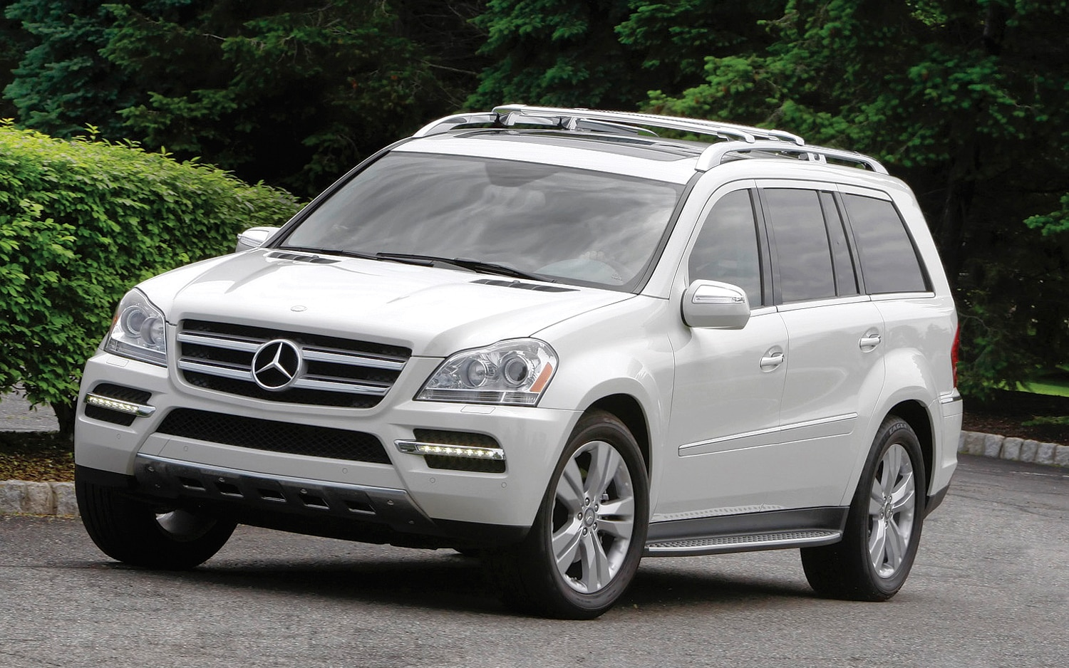 2012 mercedes benz gl550 4matic editors 39 notebook automobile magazine. Black Bedroom Furniture Sets. Home Design Ideas