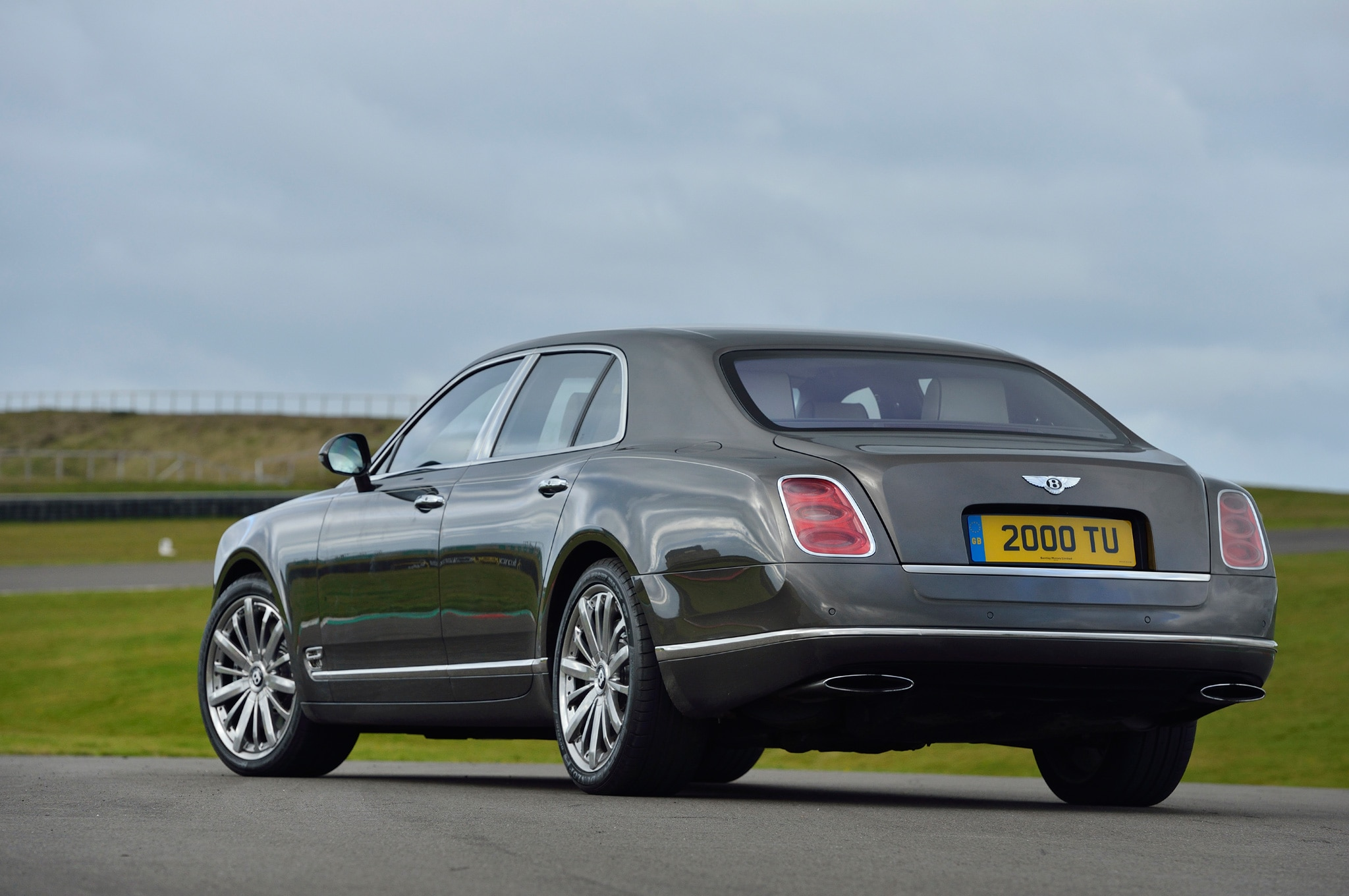 2014 bentley mulsanne adds pillows privacy curtains and wi fi. Black Bedroom Furniture Sets. Home Design Ideas