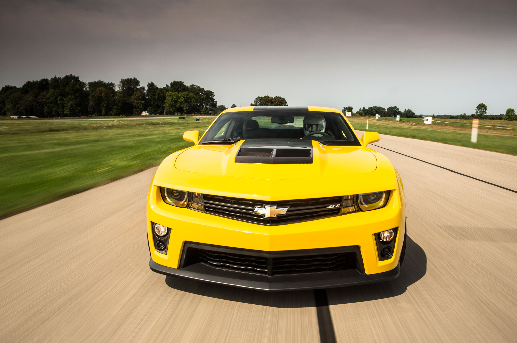 transformers 4 bumblebee becomes a 1967 chevrolet camaro. Black Bedroom Furniture Sets. Home Design Ideas