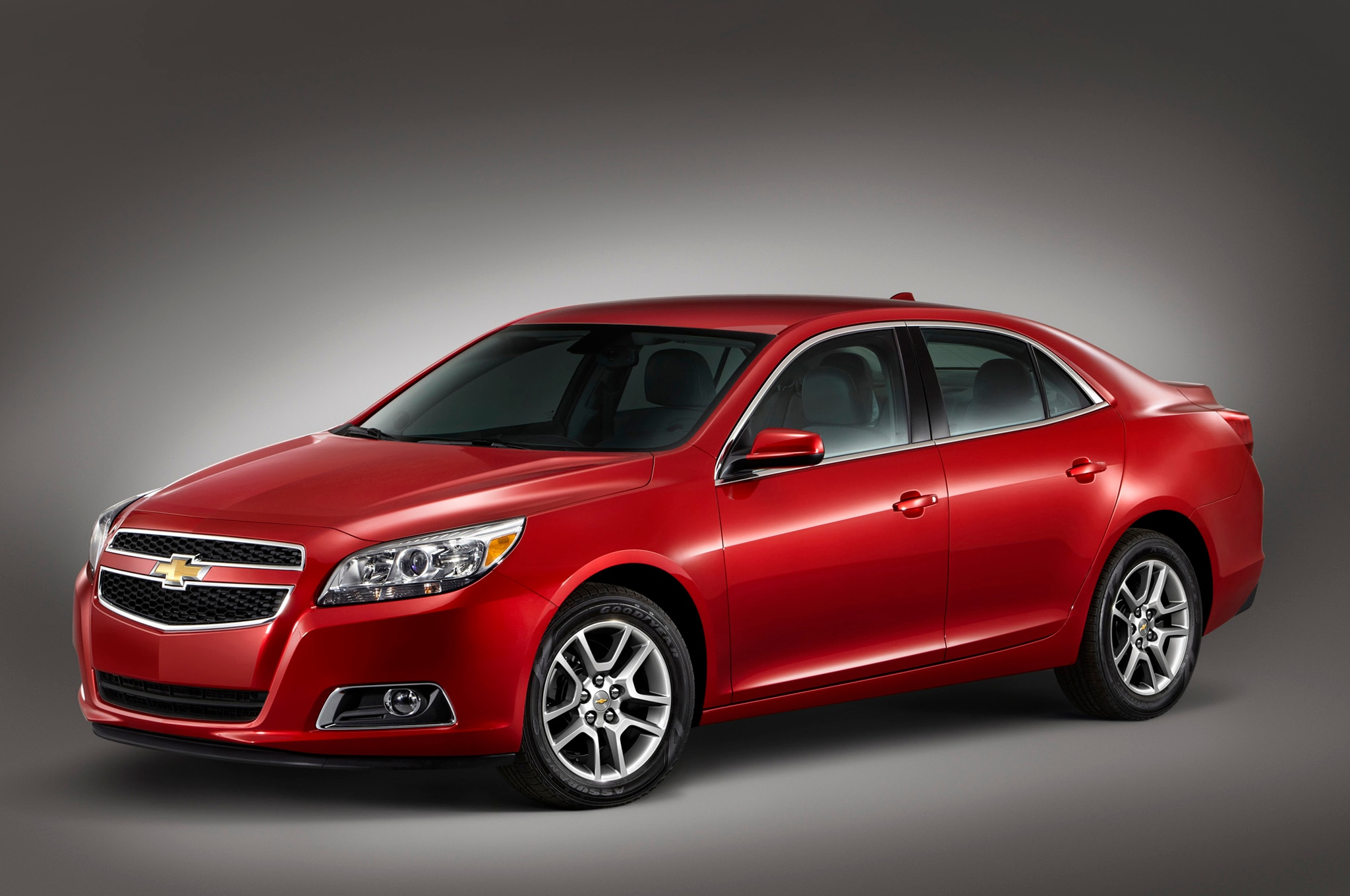 chevrolet cuts 2013 malibu msrp to 22 805 to lure online buyers. Black Bedroom Furniture Sets. Home Design Ideas