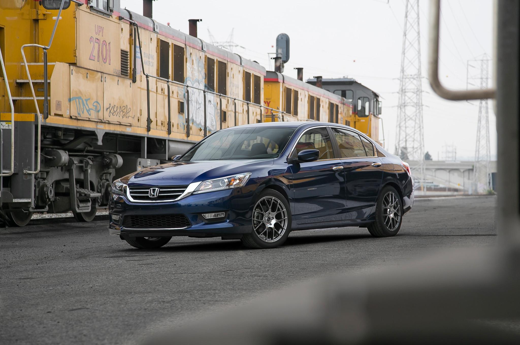 honda shows 2013 accord hfp coupe alongside 401 hp bisimoto coupe at sema show. Black Bedroom Furniture Sets. Home Design Ideas