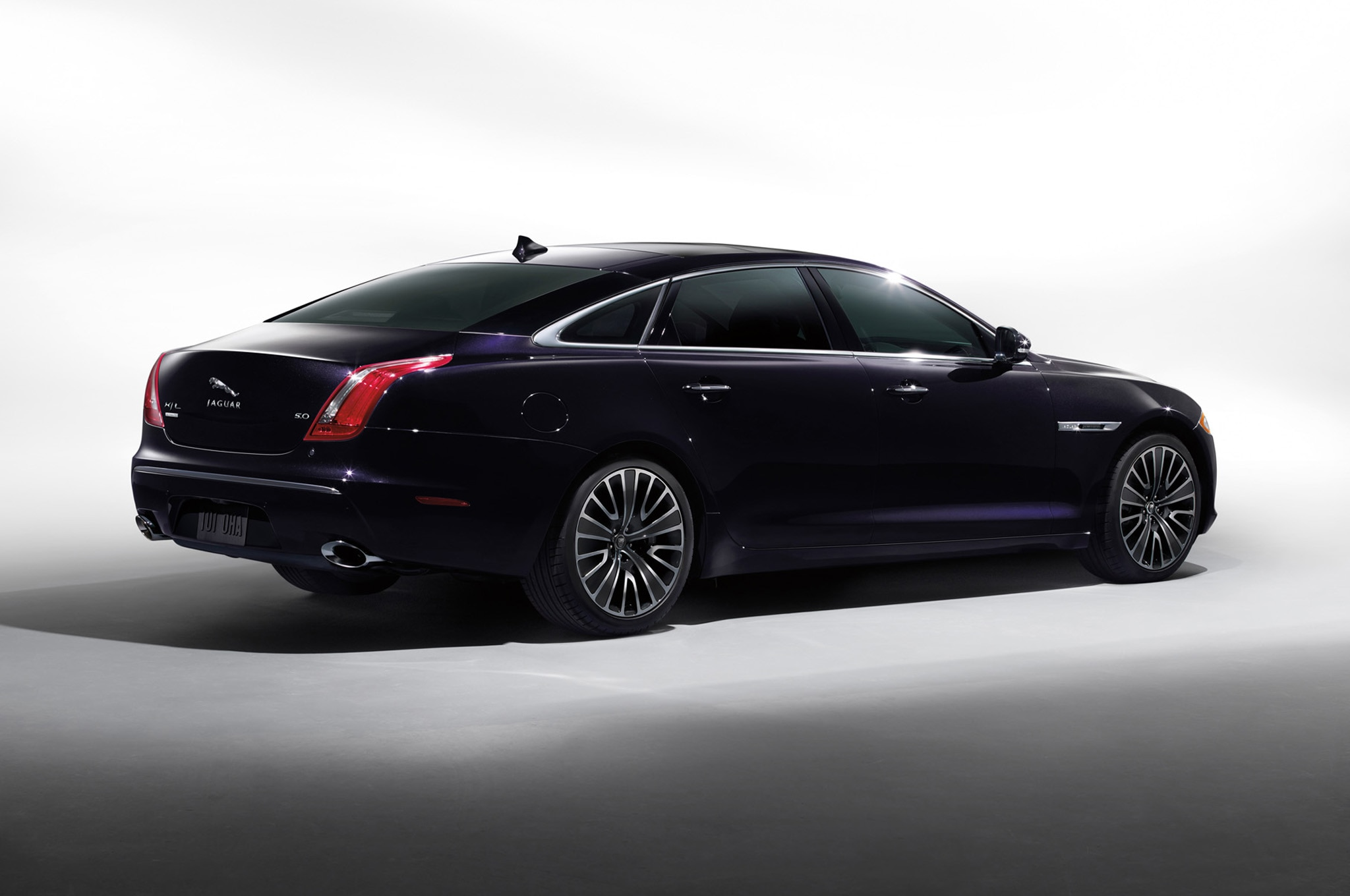 2013 jaguar xj 3 0 awd driven automobile magazine. Black Bedroom Furniture Sets. Home Design Ideas