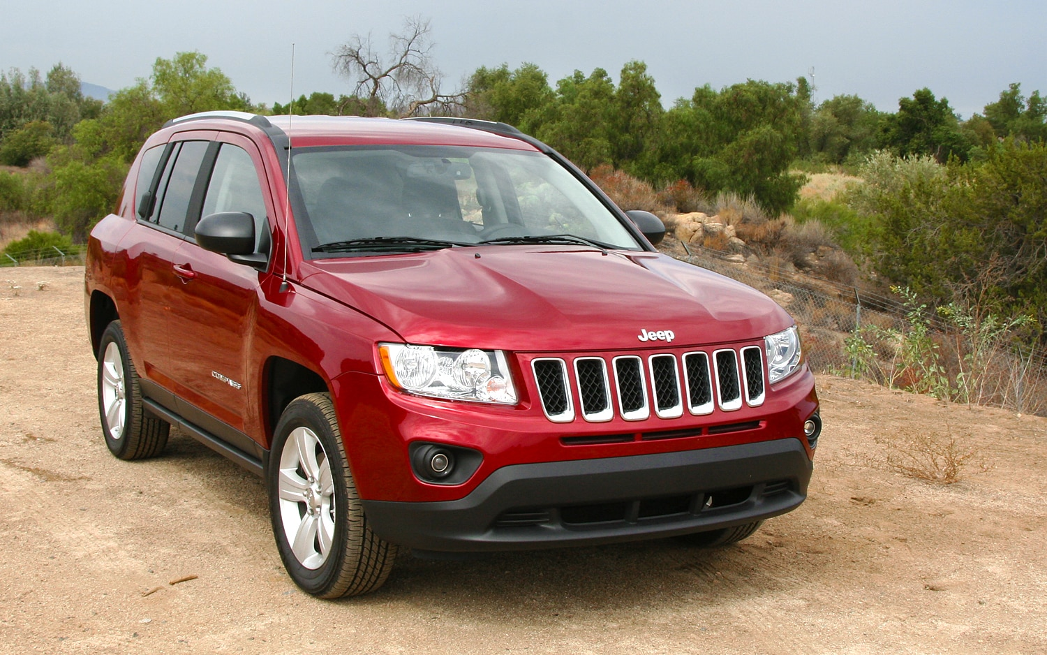 Spied 2014 Jeep Compass Patriot Test Mule