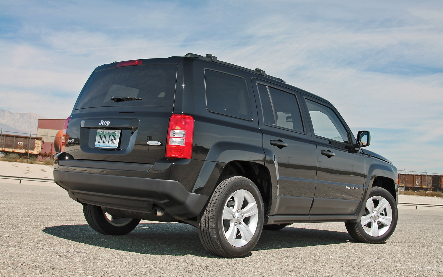 jeep honors veterans with 2013 patriot freedom edition. Black Bedroom Furniture Sets. Home Design Ideas
