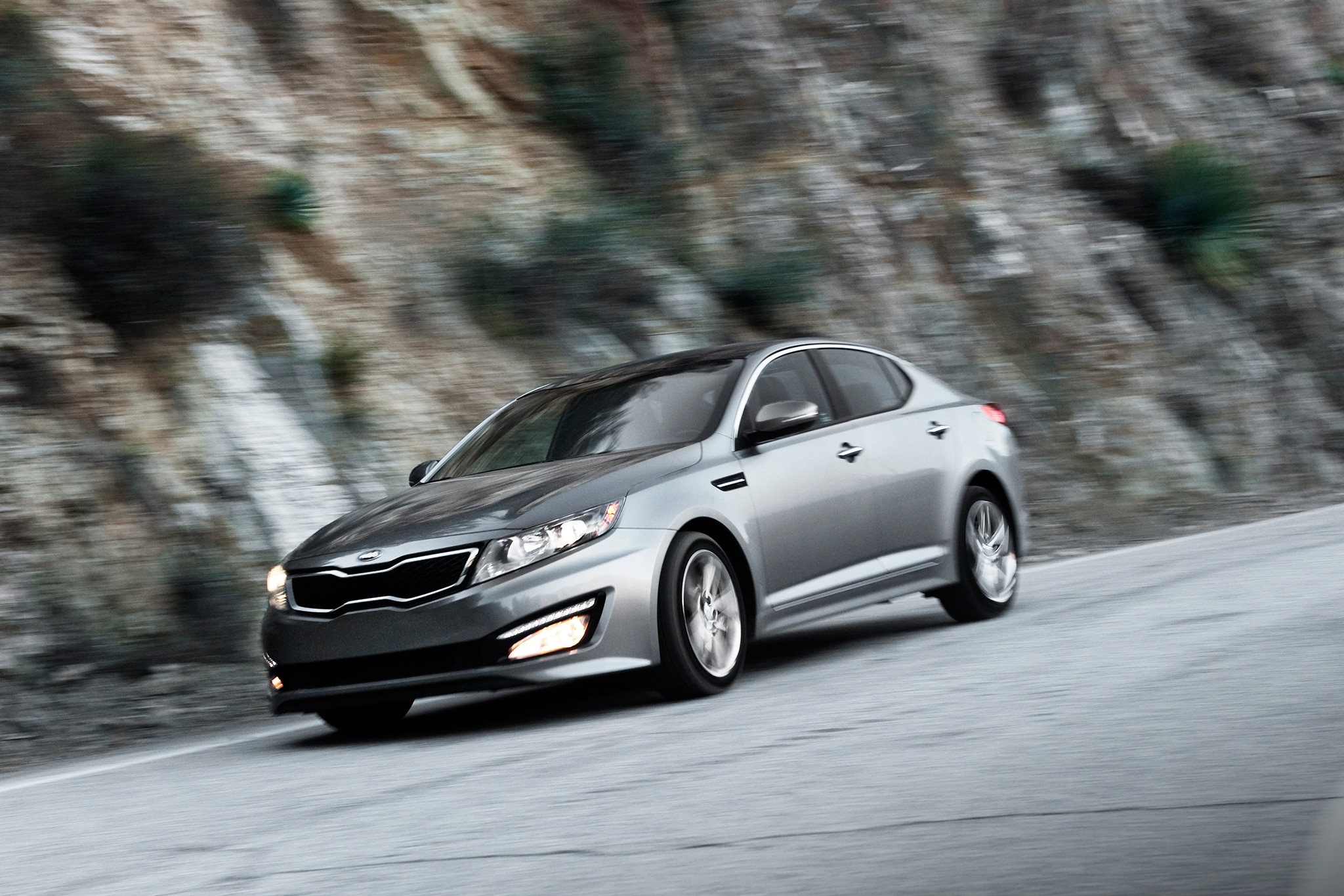 updated 2013 kia optima hybrid hits 40 mpg. Black Bedroom Furniture Sets. Home Design Ideas