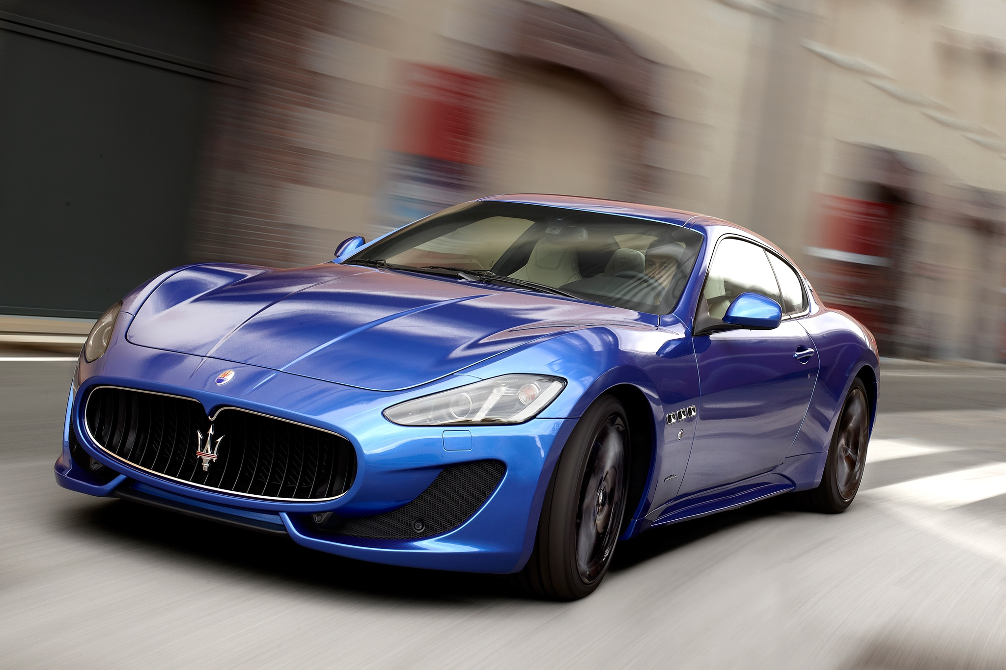 http://st.automobilemag.com/uploads/sites/10/2015/09/2013-Maserati-GranTurismo-Sport-front-drivers-three-quarters-in-motion-close.jpg