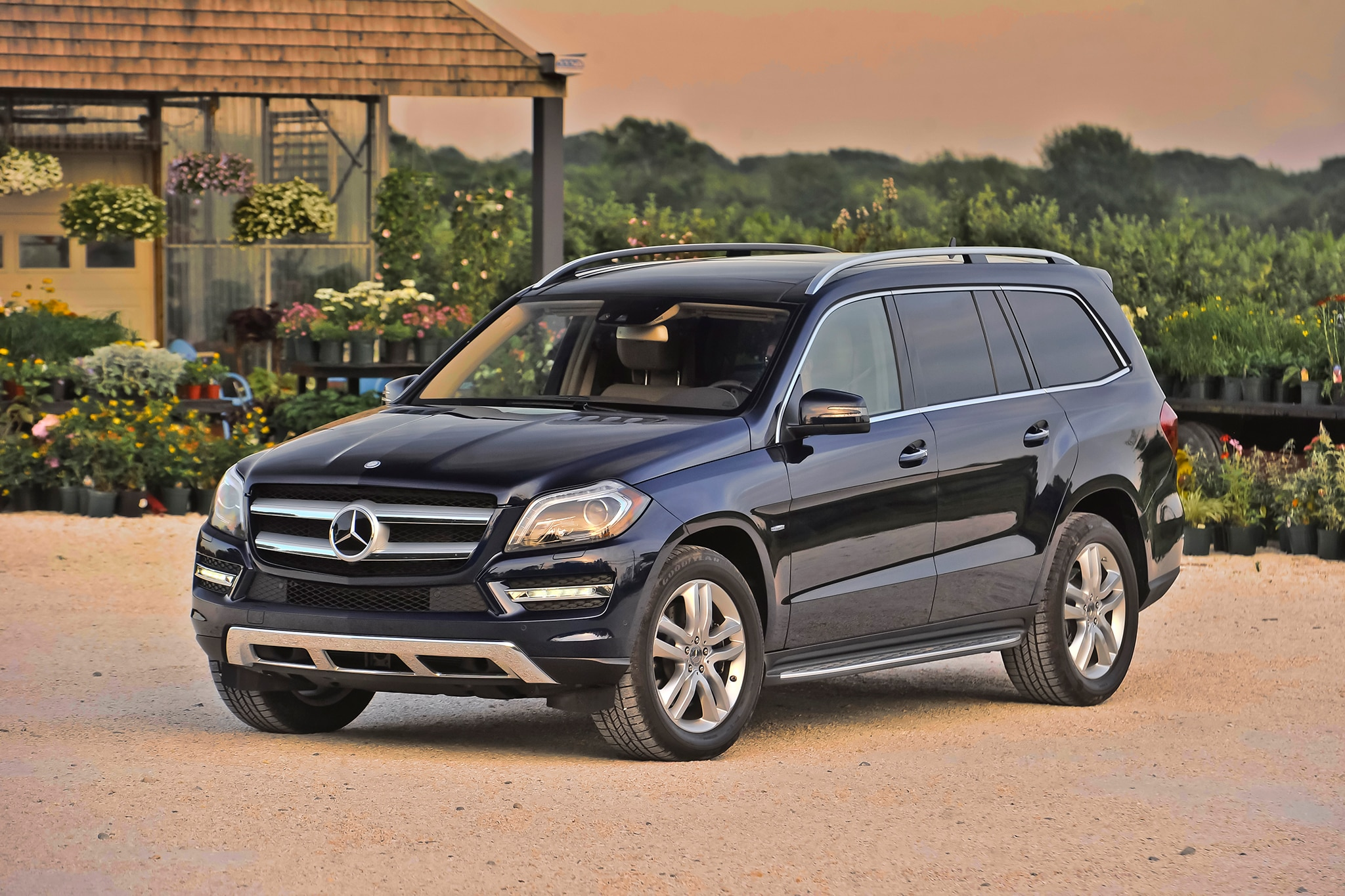first look 2013 mercedes benz gl class automobile magazine. Black Bedroom Furniture Sets. Home Design Ideas
