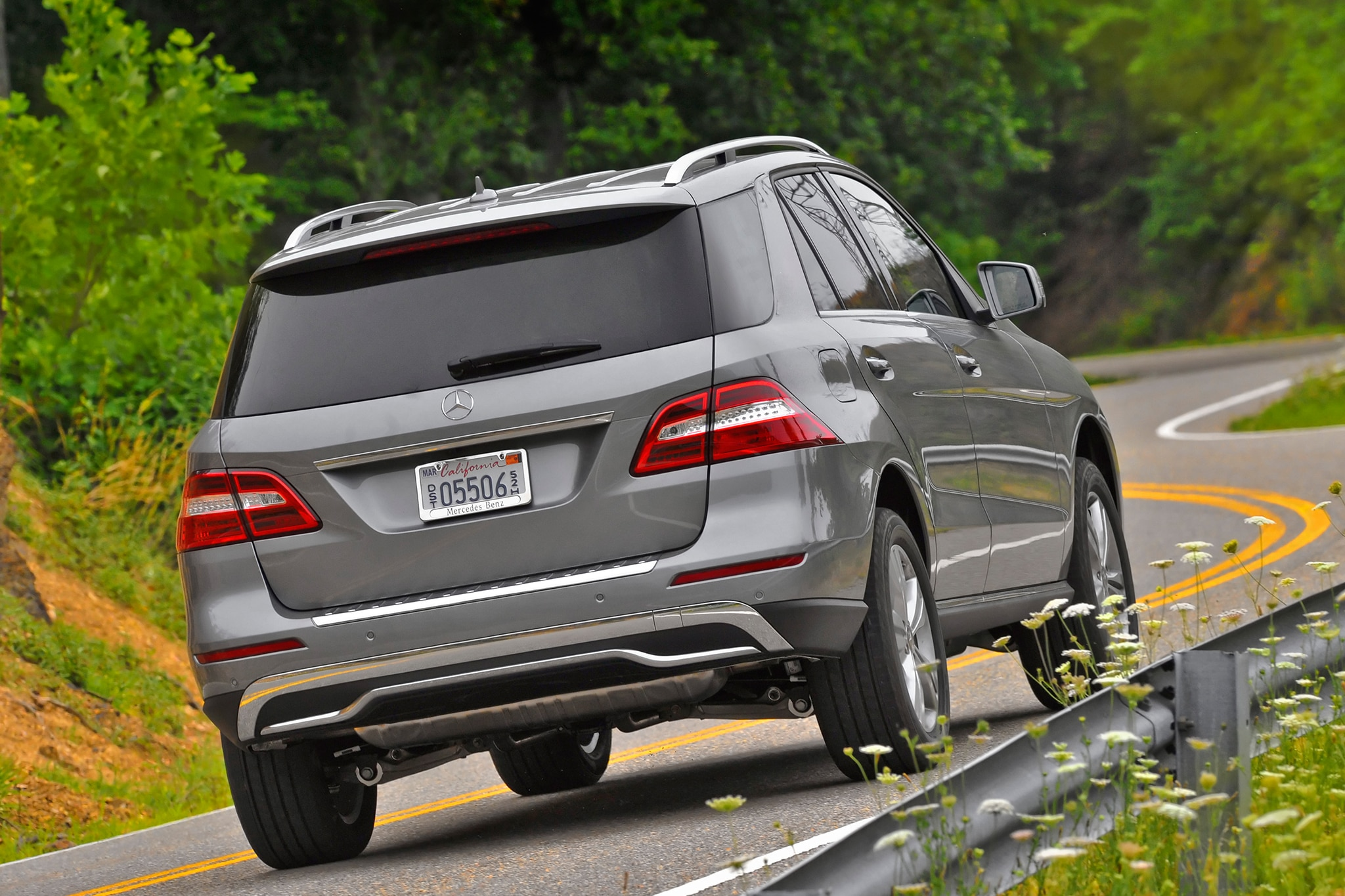 Brabus mercedes ml63 gl63 amg get 186 mph top speed for Mercedes benz ml350 msrp
