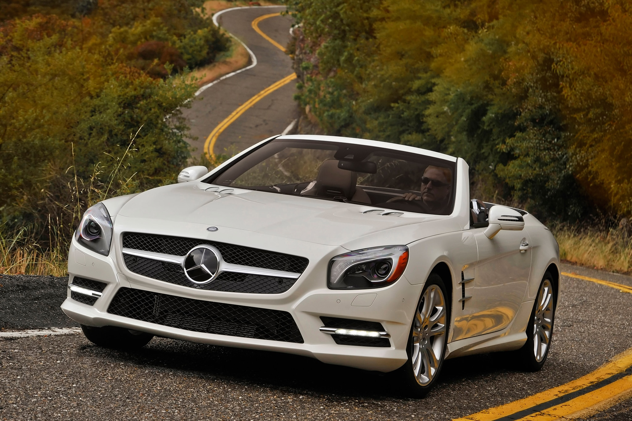 mercedes benz partners with garmin for navigation systems