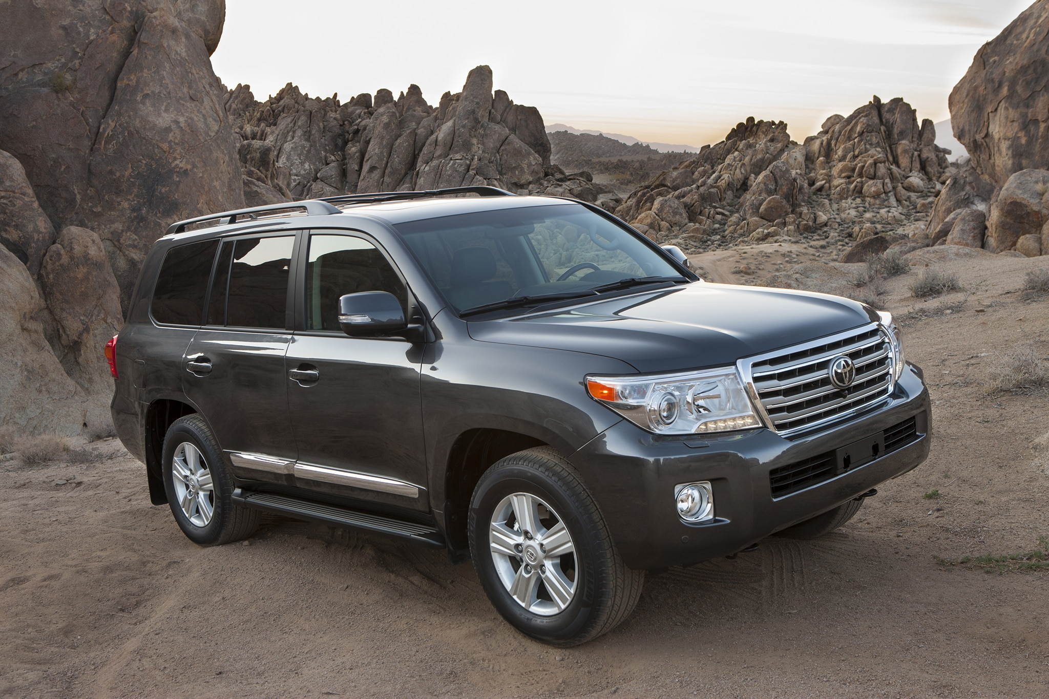 http://st.automobilemag.com/uploads/sites/10/2015/09/2013-Toyota-Land-Cruiser-front-passengers-three-quarters.jpg