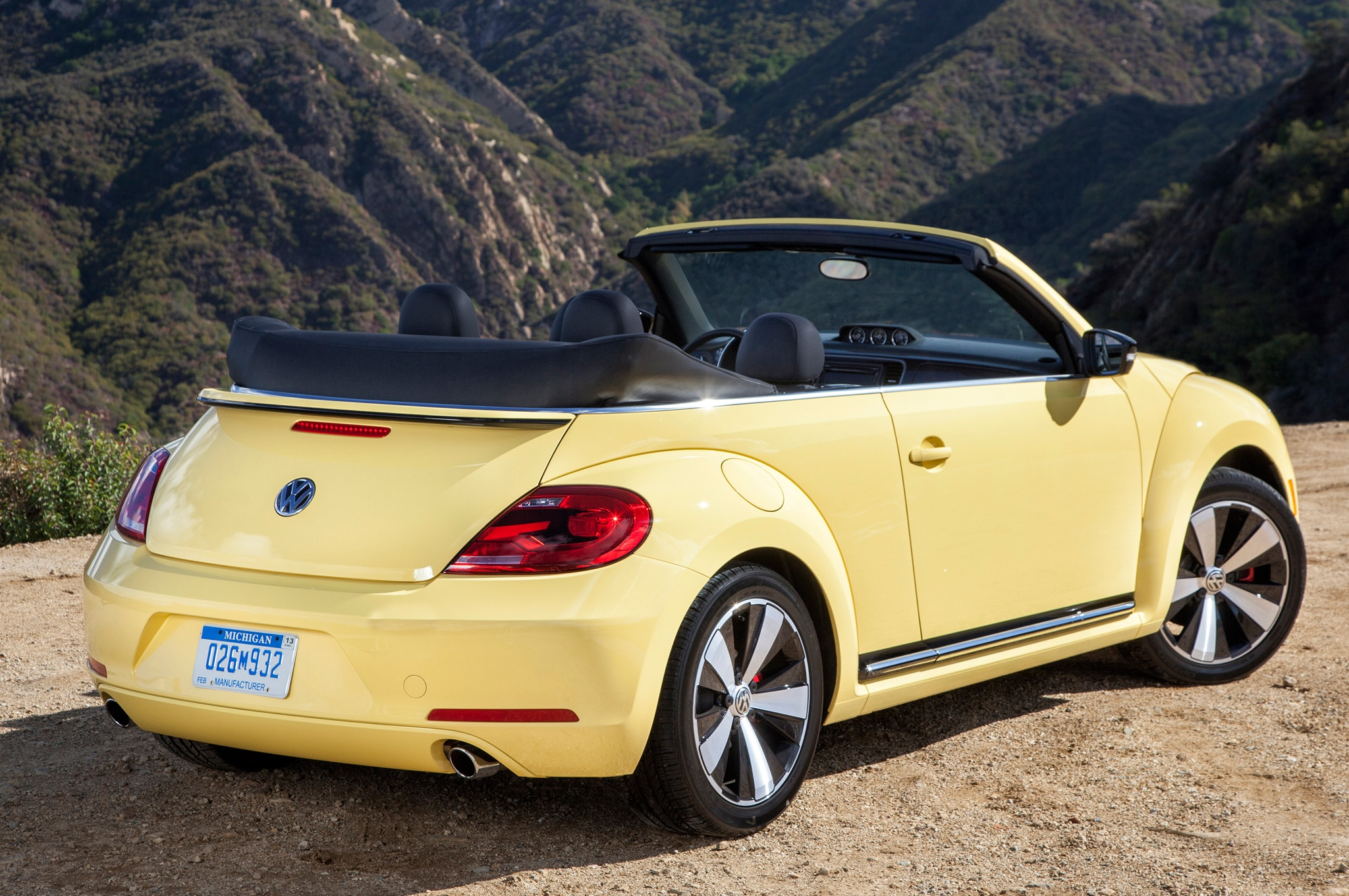 minor updates   volkswagens beetle convertible jetta hybrid coming  year