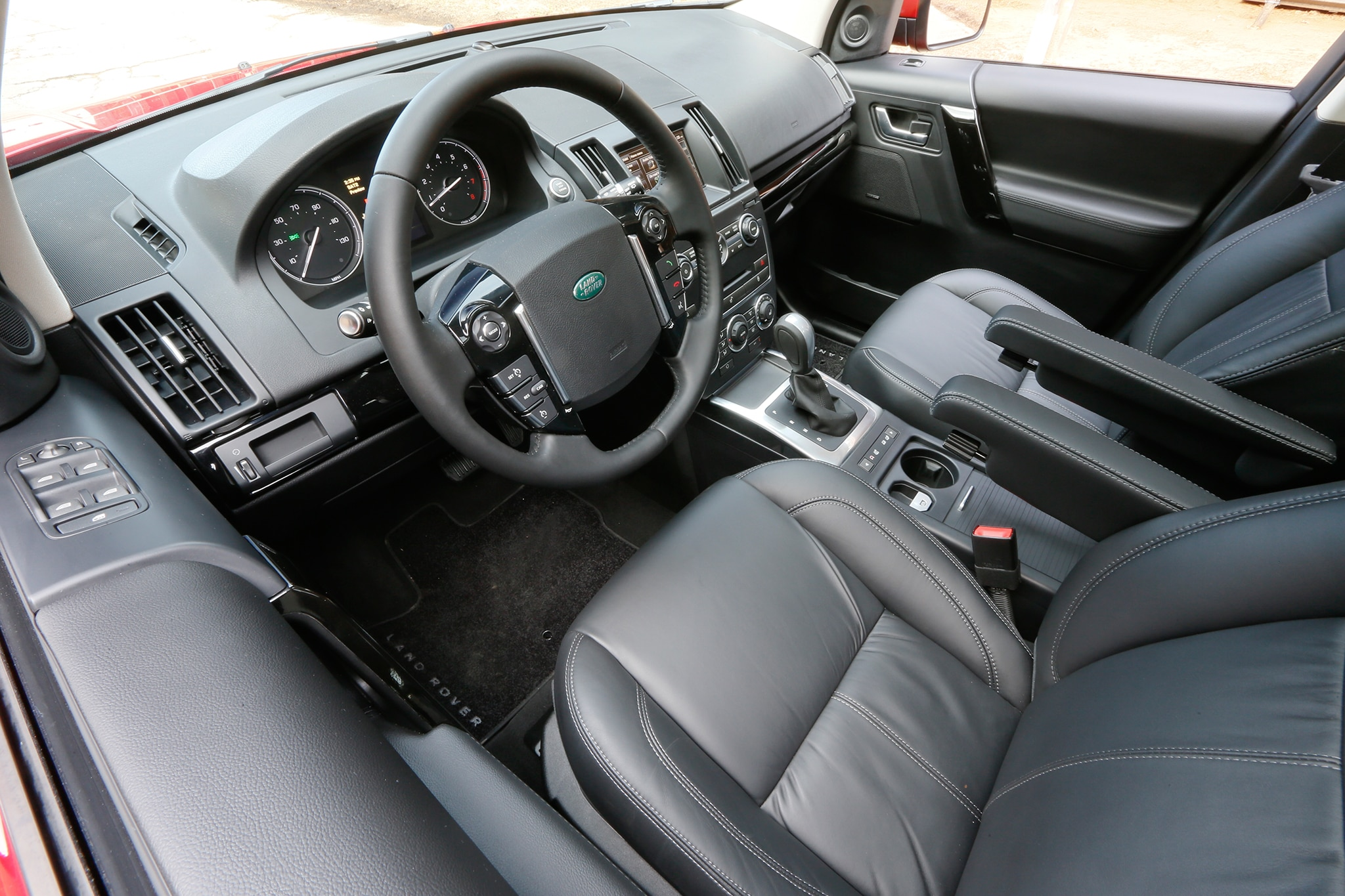 http://st.automobilemag.com/uploads/sites/10/2015/09/2013-land-rover-LR2-drivers-side-interior-1.jpg