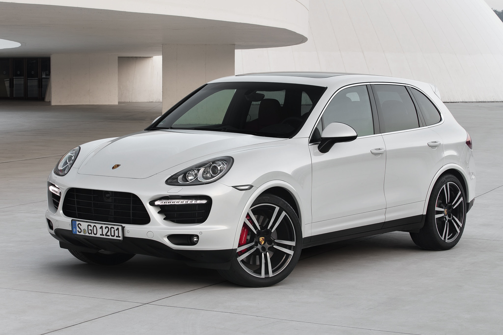 first drive 2013 porsche cayenne gts automobile magazine. Black Bedroom Furniture Sets. Home Design Ideas