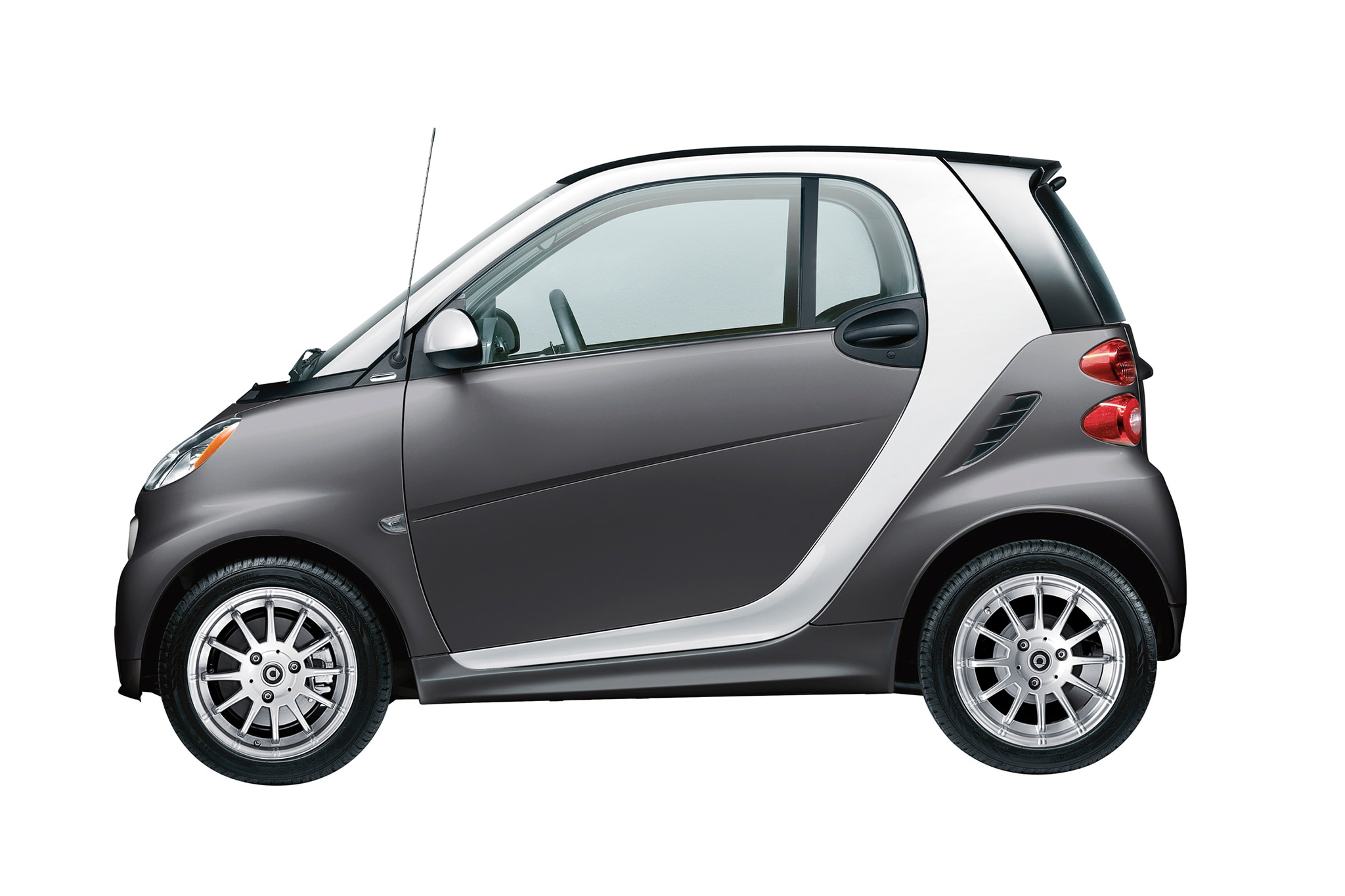 hertz to rent smart fortwo electric drive in three key cities. Black Bedroom Furniture Sets. Home Design Ideas