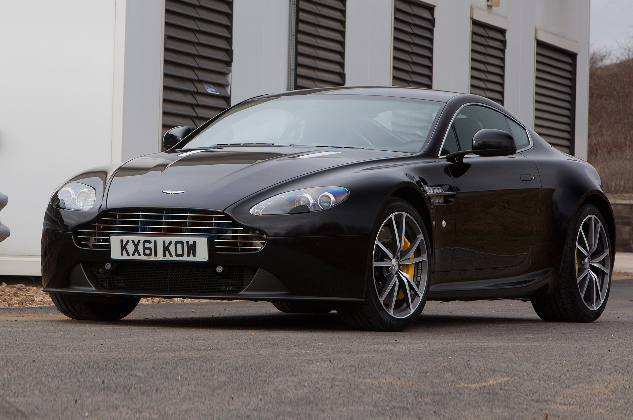 aston martin debuts v8 vantage n430 db9 carbon special editions at 2014 geneva auto show. Black Bedroom Furniture Sets. Home Design Ideas