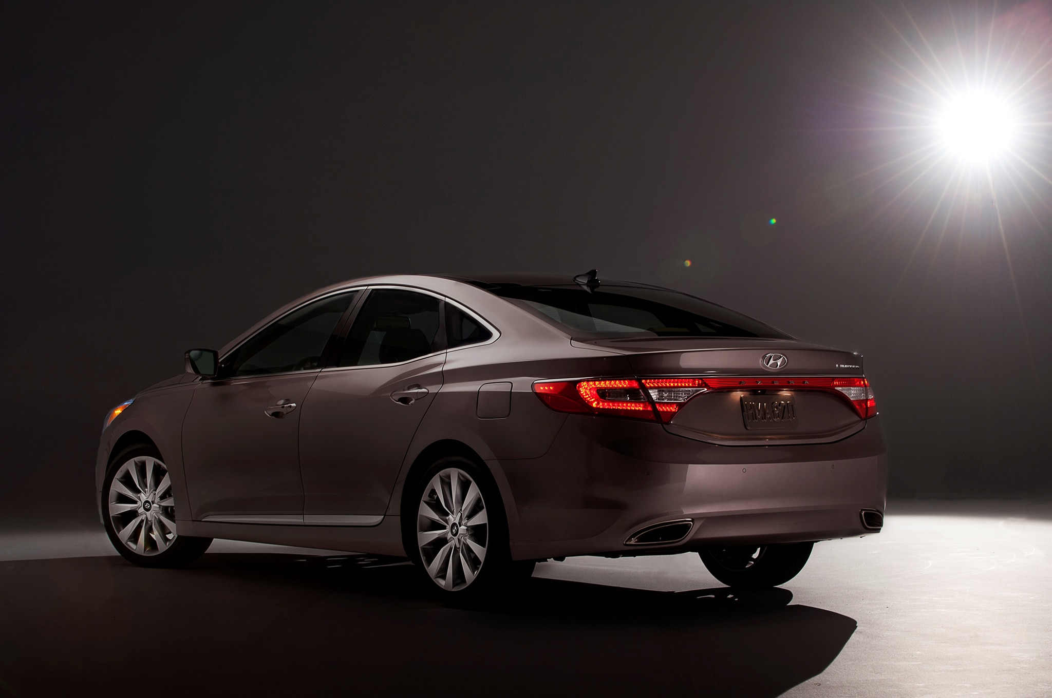 2014 hyundai azera price drops 1250 to 31 895 automobile magazine. Black Bedroom Furniture Sets. Home Design Ideas