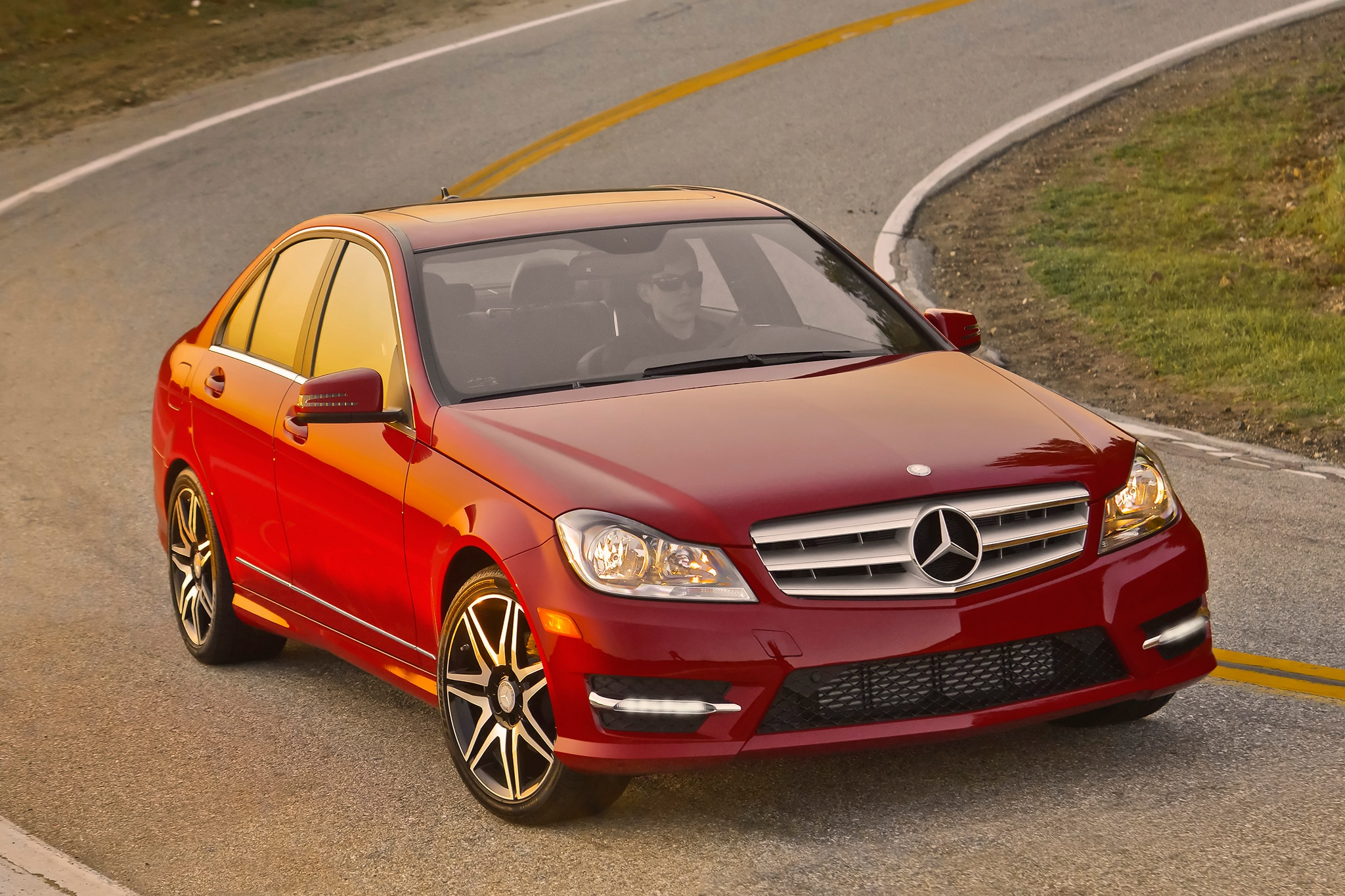 2013 14 mercedes benz c300 4matic fuel economy revised by epa. Black Bedroom Furniture Sets. Home Design Ideas