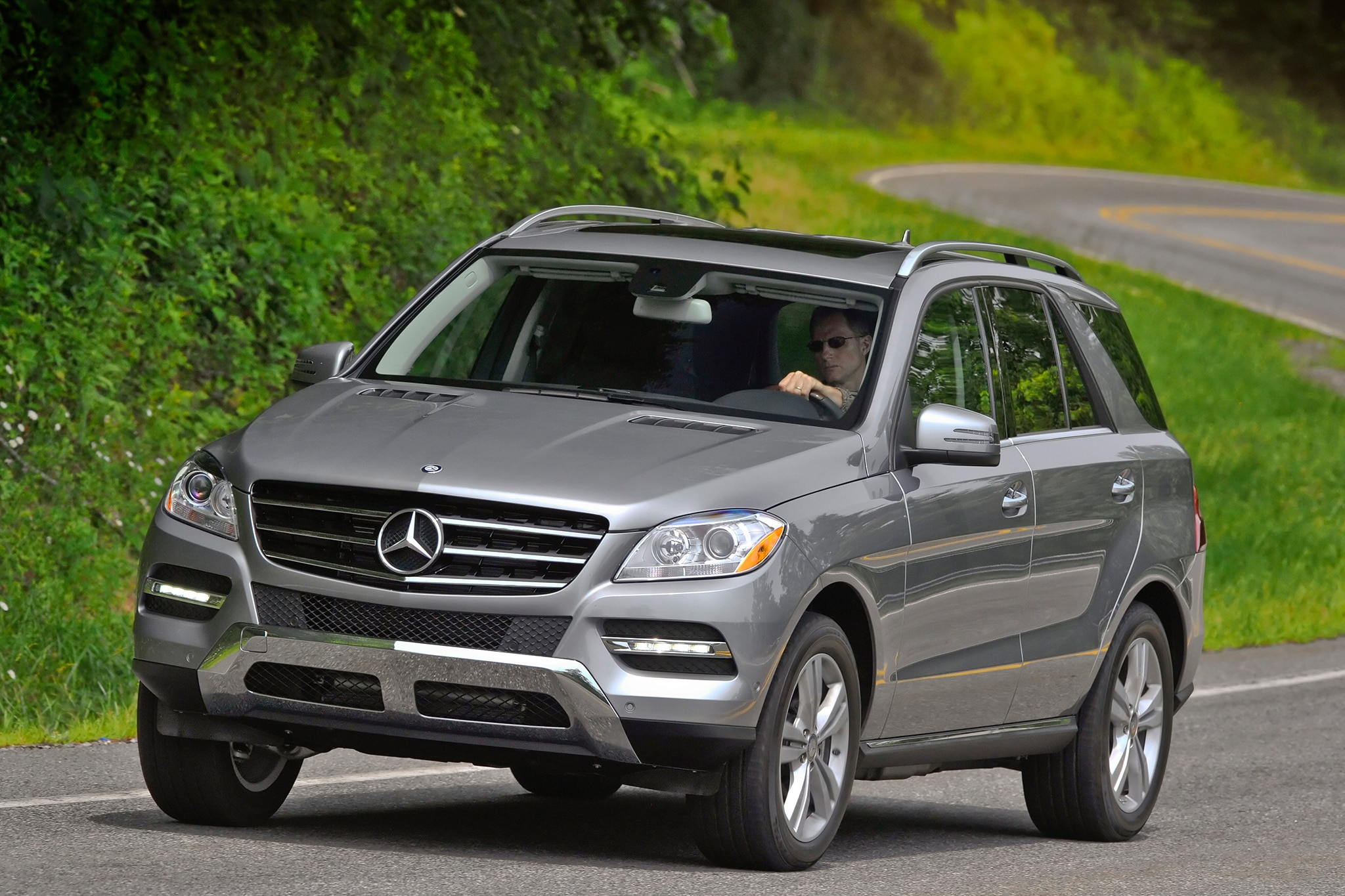 2014 mercedes benz m class rated top safety pick for Mercedes benz corporate number