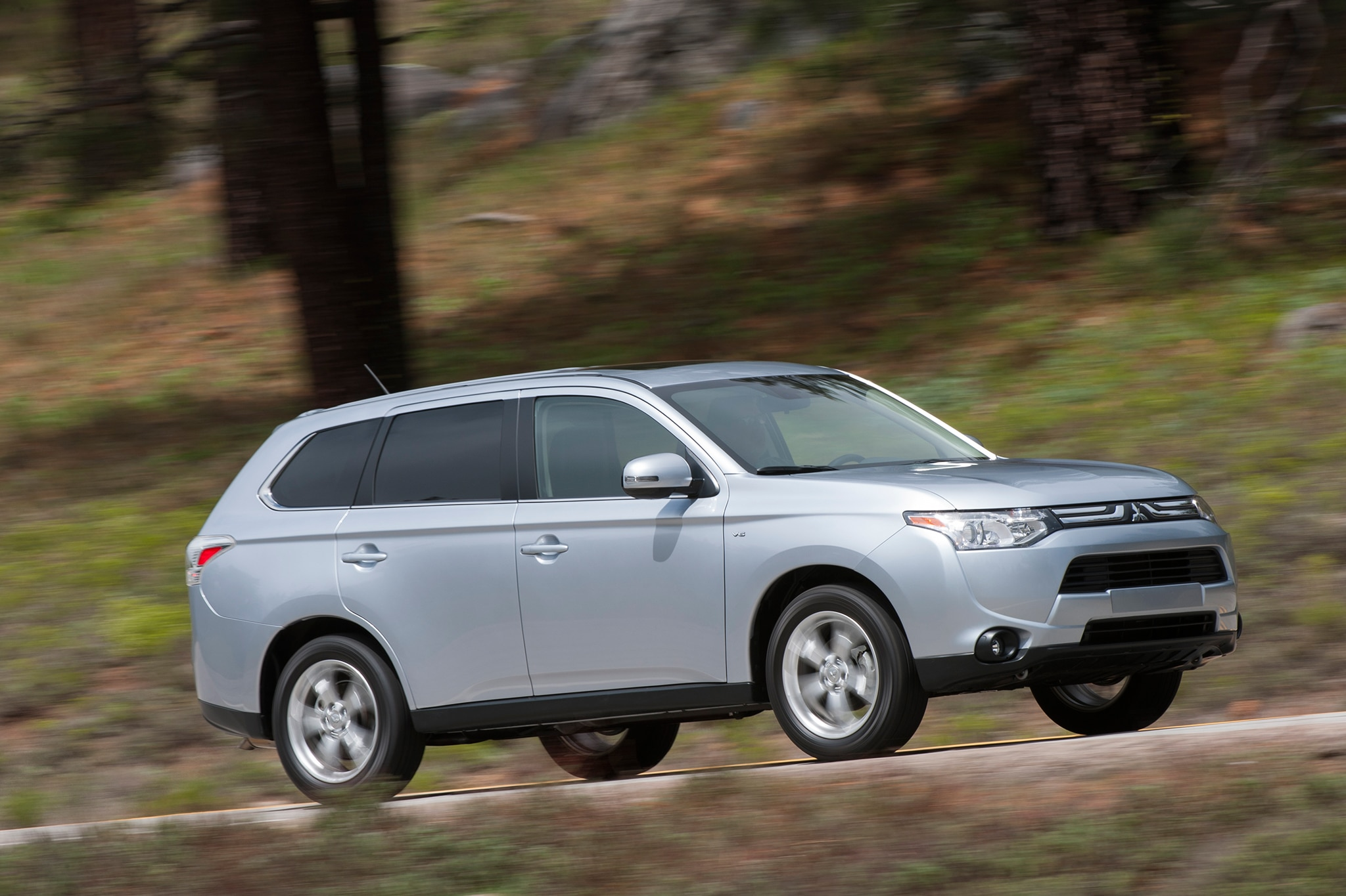 2013 mitsubishi outlander sport 2014 outlander concepts shown. Black Bedroom Furniture Sets. Home Design Ideas
