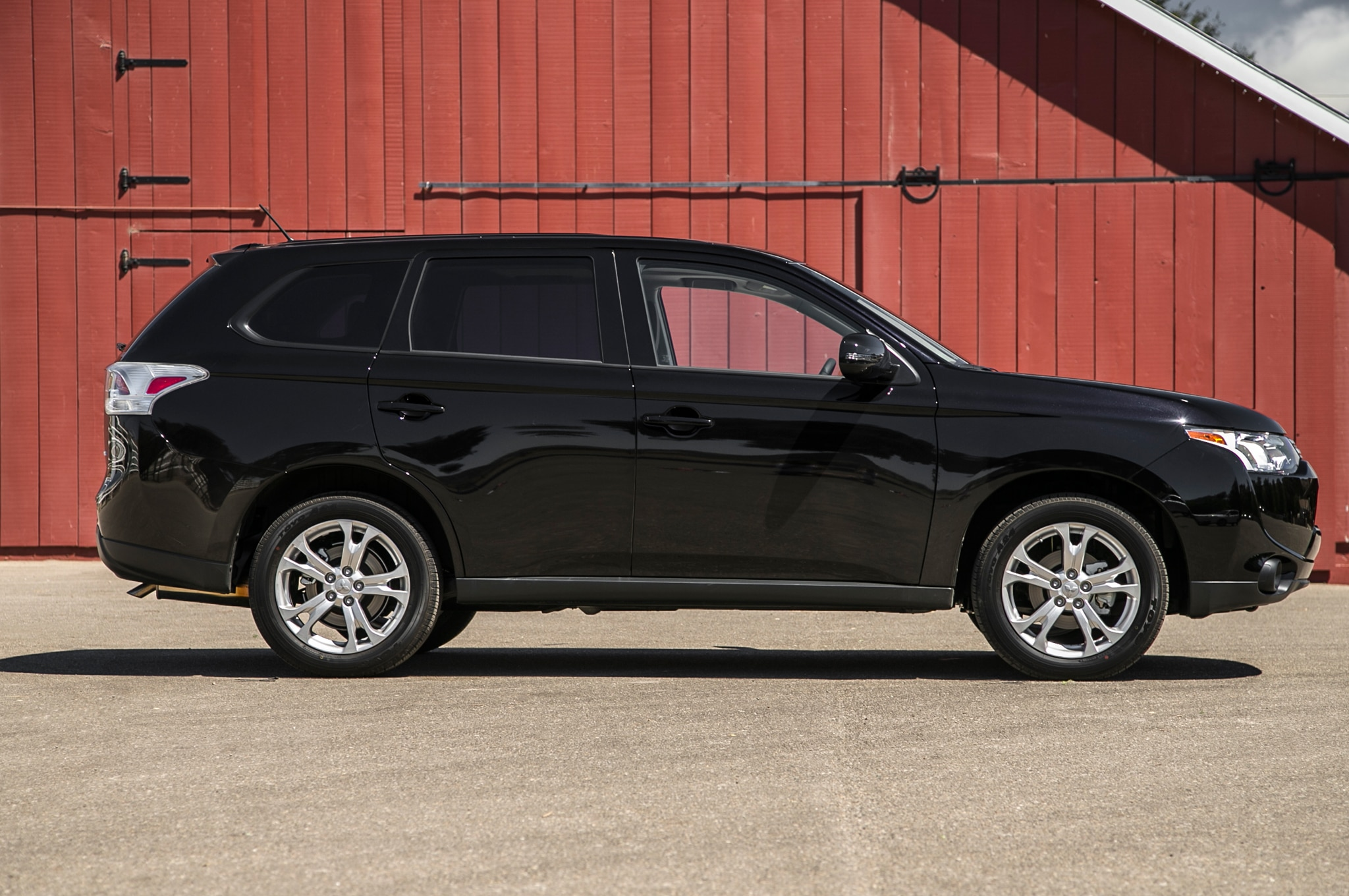se of plenty powerful has a and mitsubishi safety outlander family engine adventures the