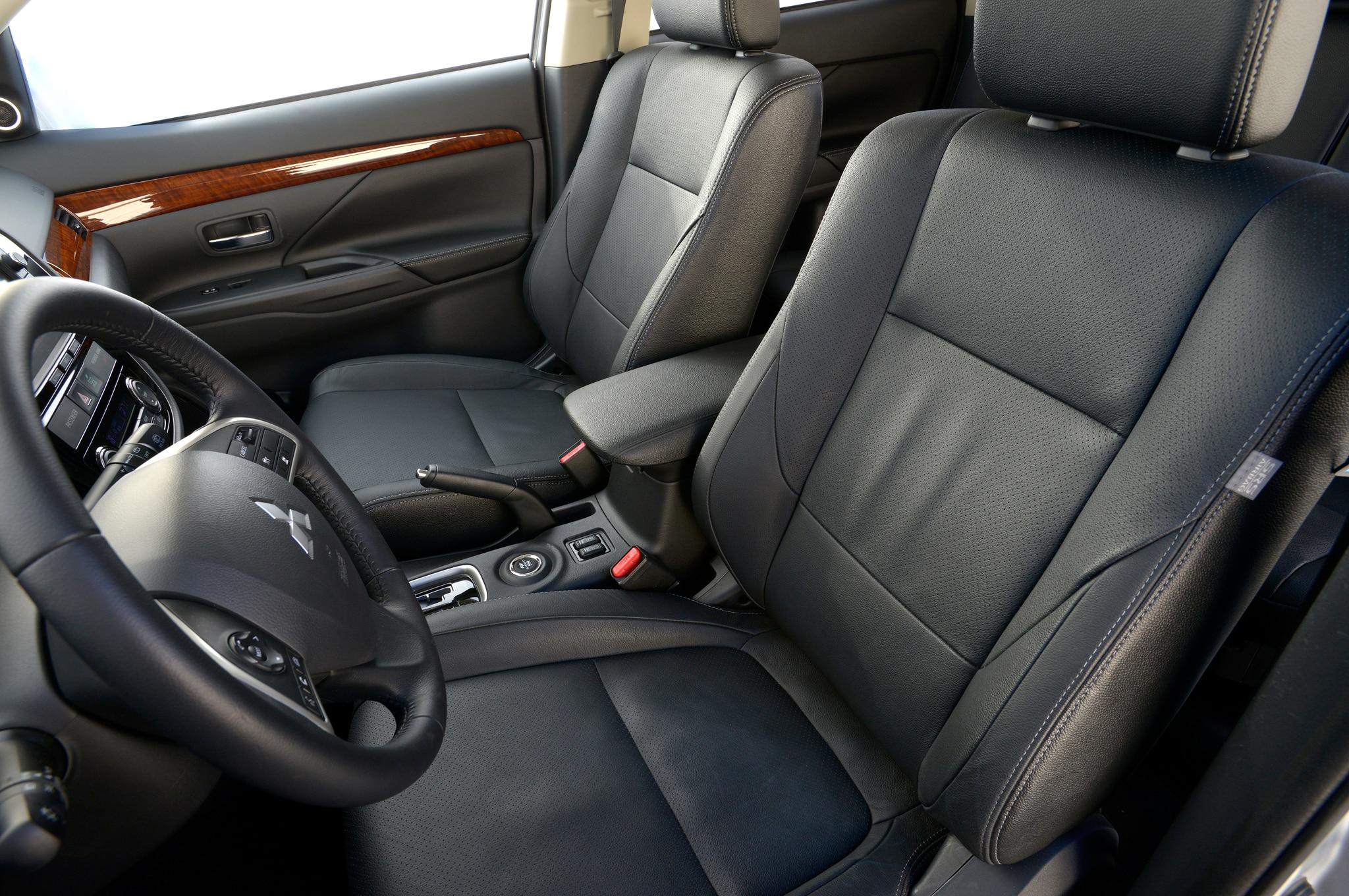 2014 mitsubishi outlander first drive automobile magazine for Mitsubishi outlander interior