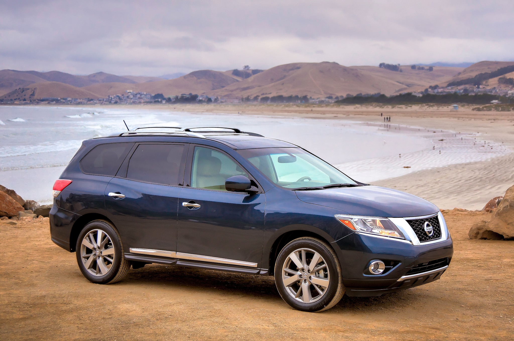 2014 nissan pathfinder hybrid priced from 35 970. Black Bedroom Furniture Sets. Home Design Ideas