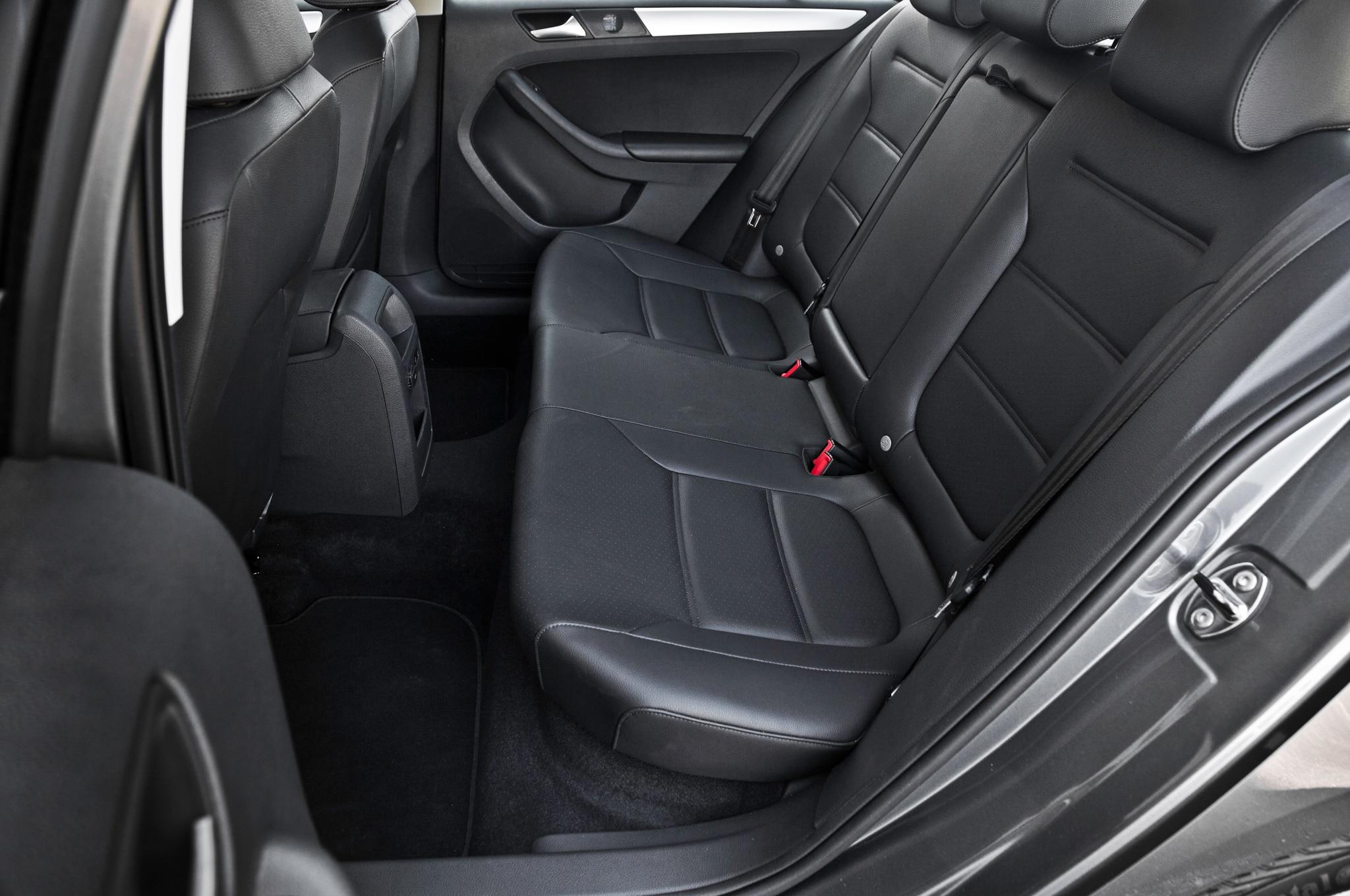 volkswagen t roc concept debuts in geneva automobile. Black Bedroom Furniture Sets. Home Design Ideas