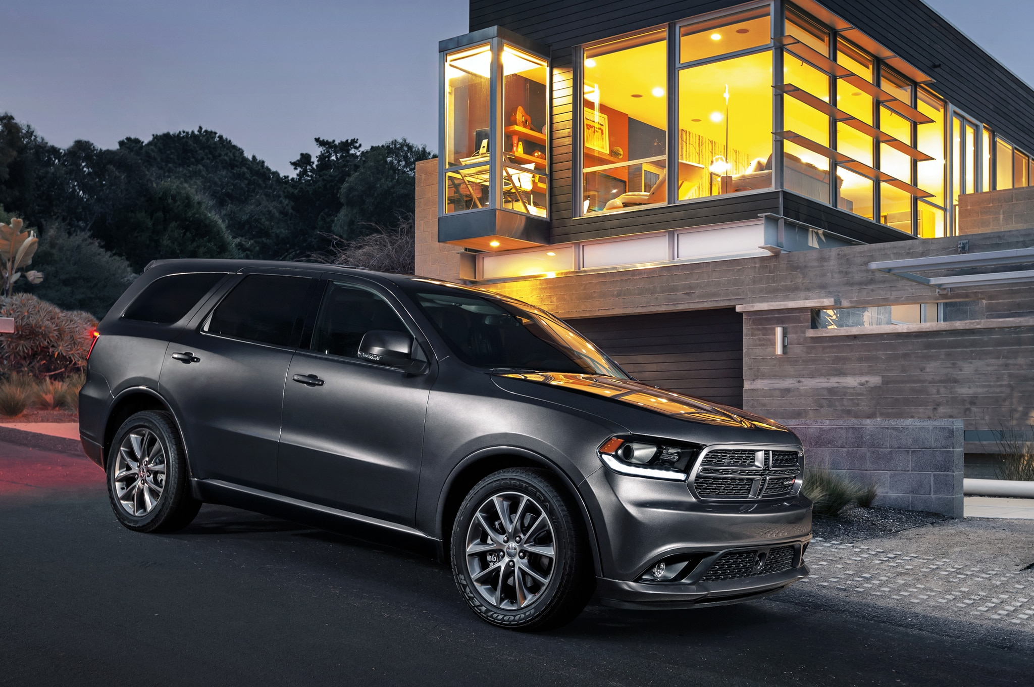 2014 dodge durango gets mean with new blacktop package. Black Bedroom Furniture Sets. Home Design Ideas
