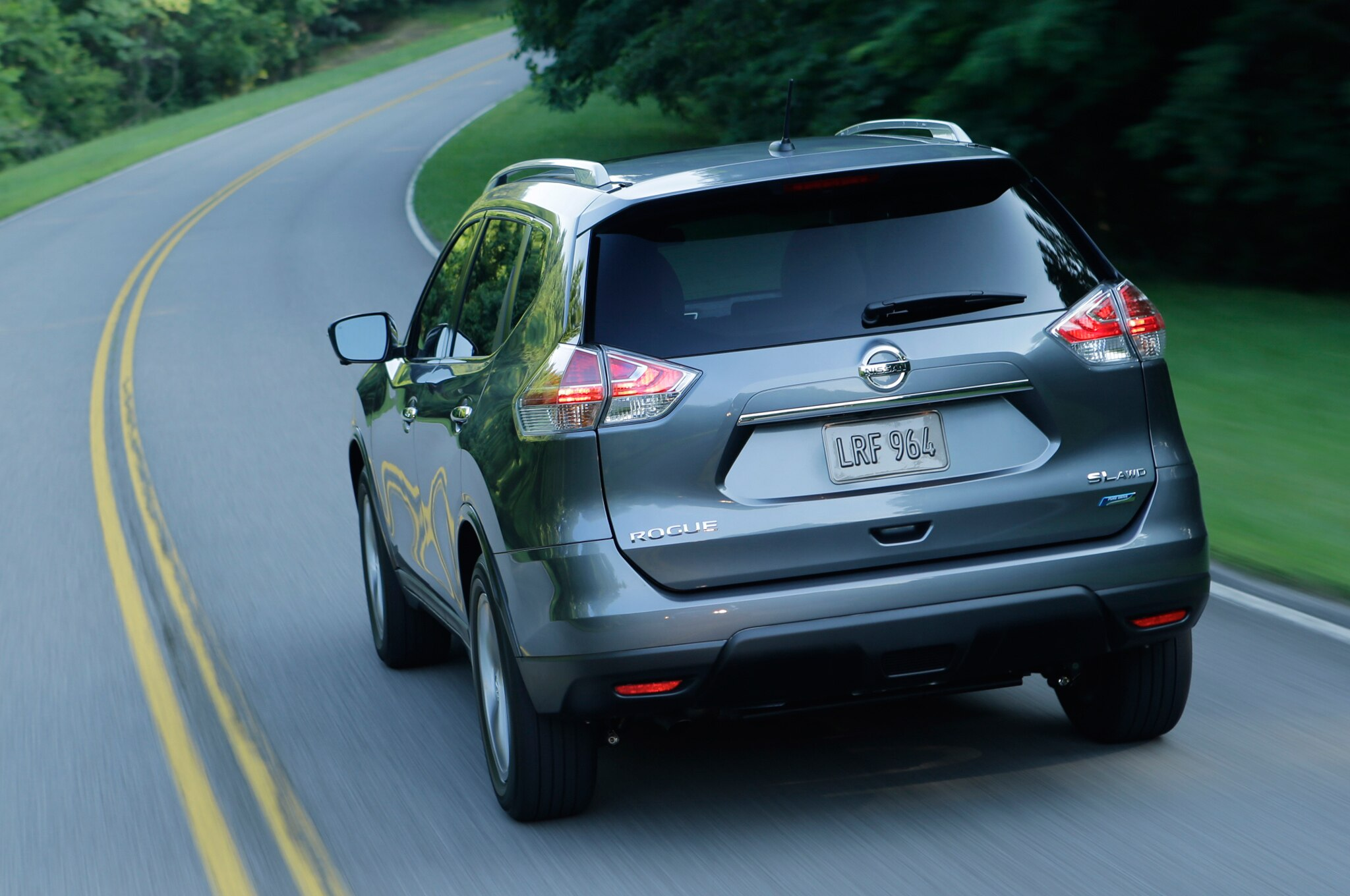 2014 nissan rogue first drive automobile magazine 2014 nissan rogue rear motion vanachro Image collections