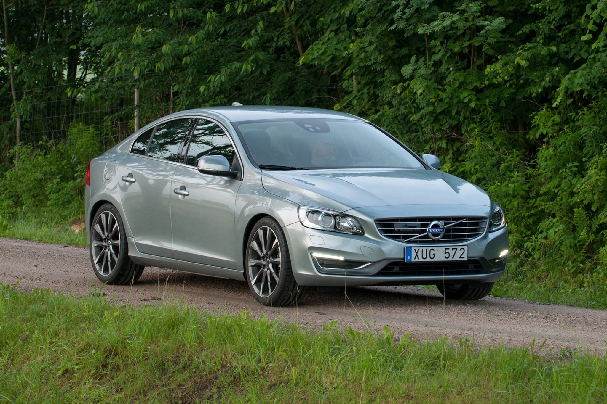 2015 volvo v60 and s60 rated at 37 mpg highway. Black Bedroom Furniture Sets. Home Design Ideas
