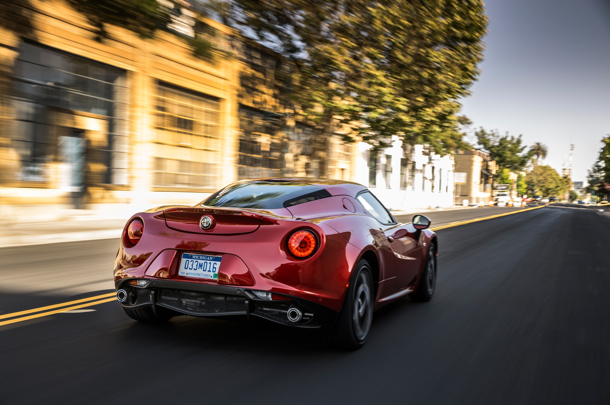 2015 alfa romeo 4c spider loses its roof at detroit. Black Bedroom Furniture Sets. Home Design Ideas