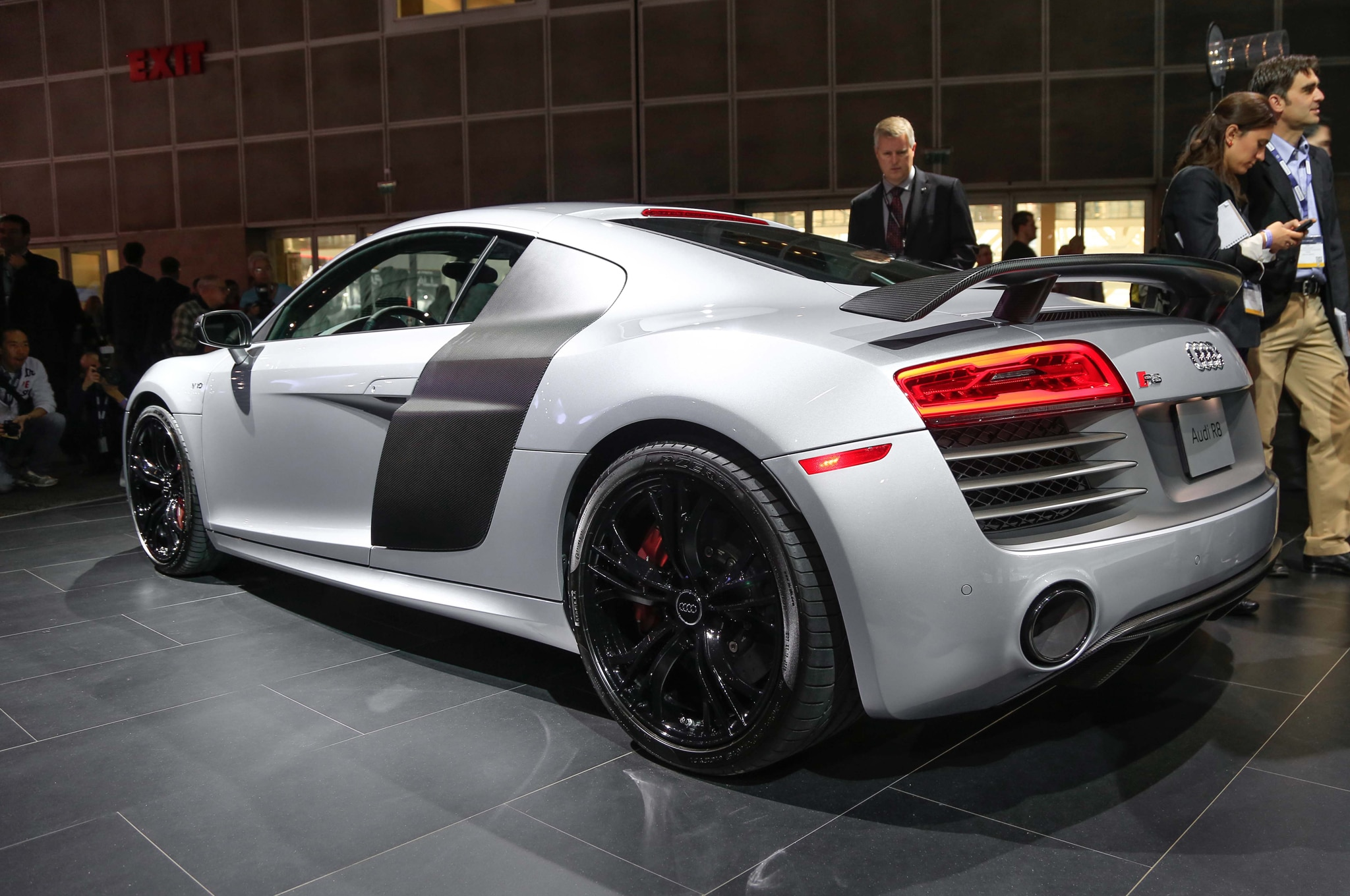 2015 audi r8 competition heads to l a auto show. Black Bedroom Furniture Sets. Home Design Ideas