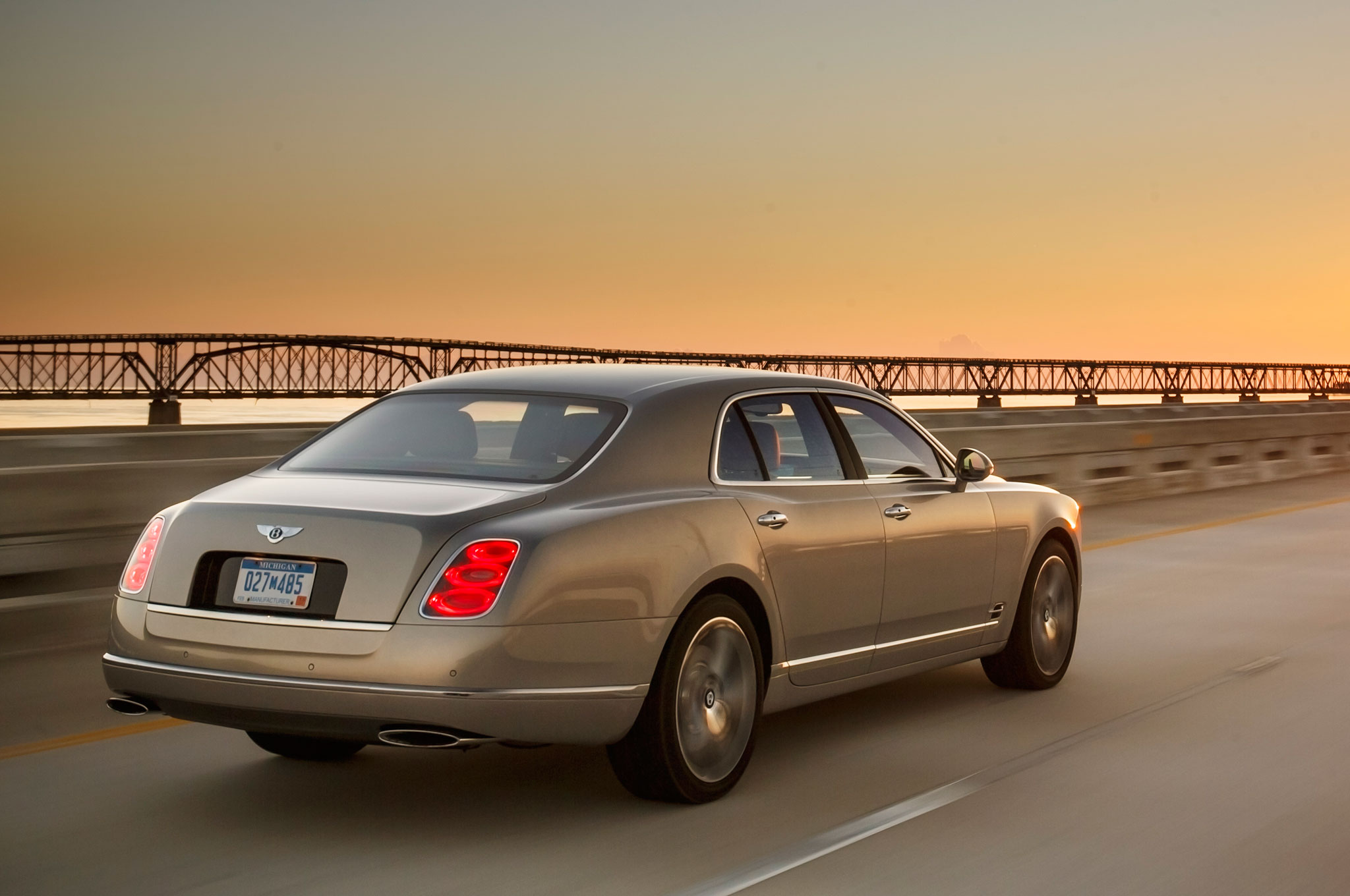 2015 Bentley Mulsanne Debuts at 2014 Paris Motor Show