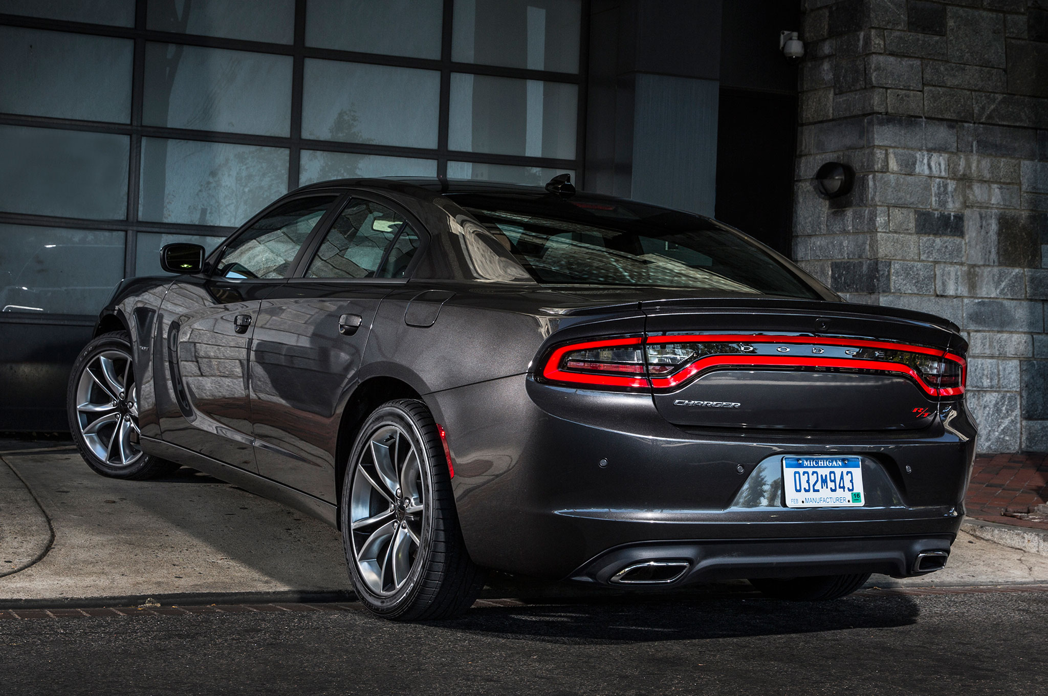 2015 Dodge Charger RT Rear Three Quarter View 4