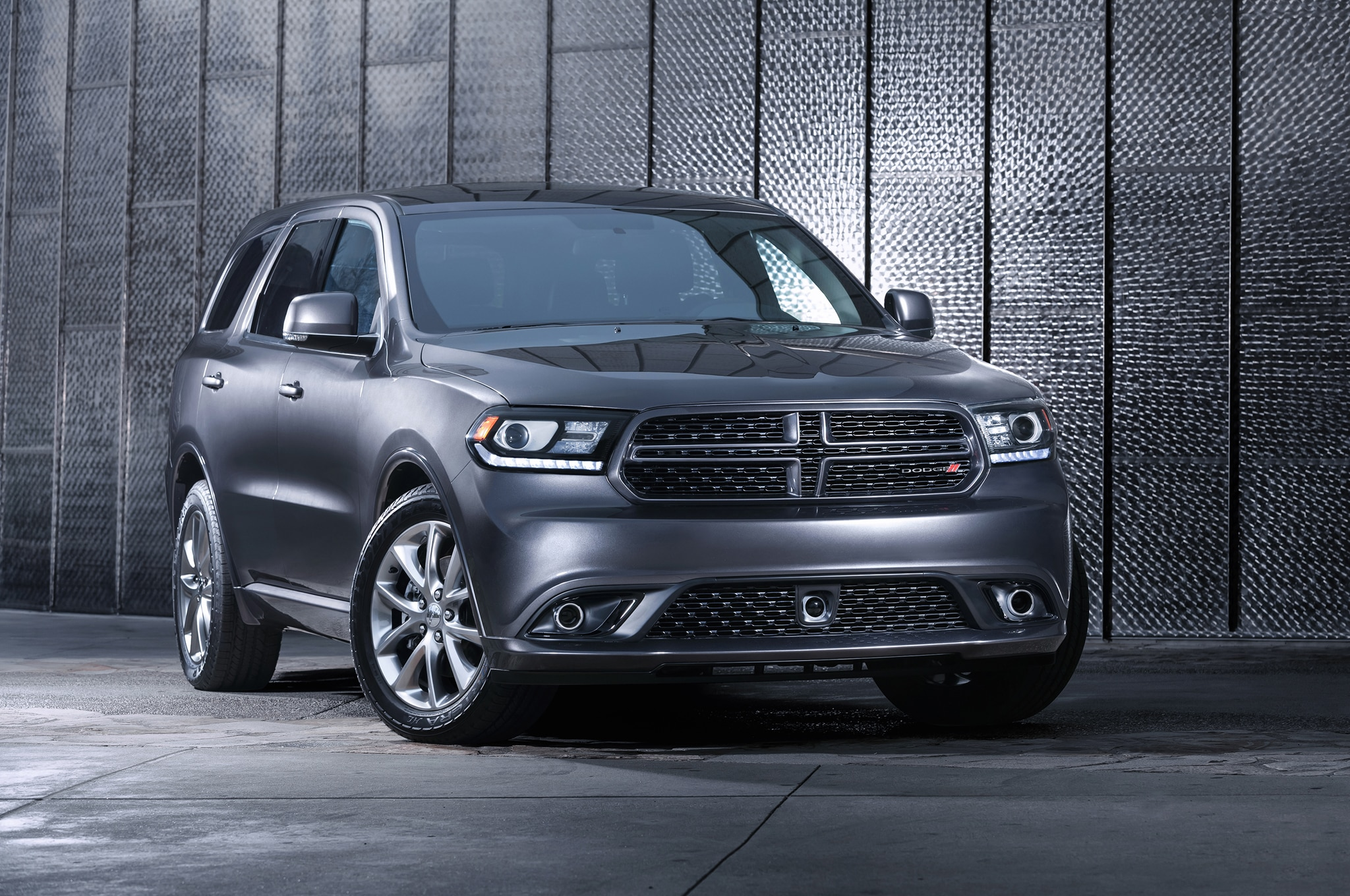 2015 dodge durango r t adds optional radar red nappa leather seats. Black Bedroom Furniture Sets. Home Design Ideas