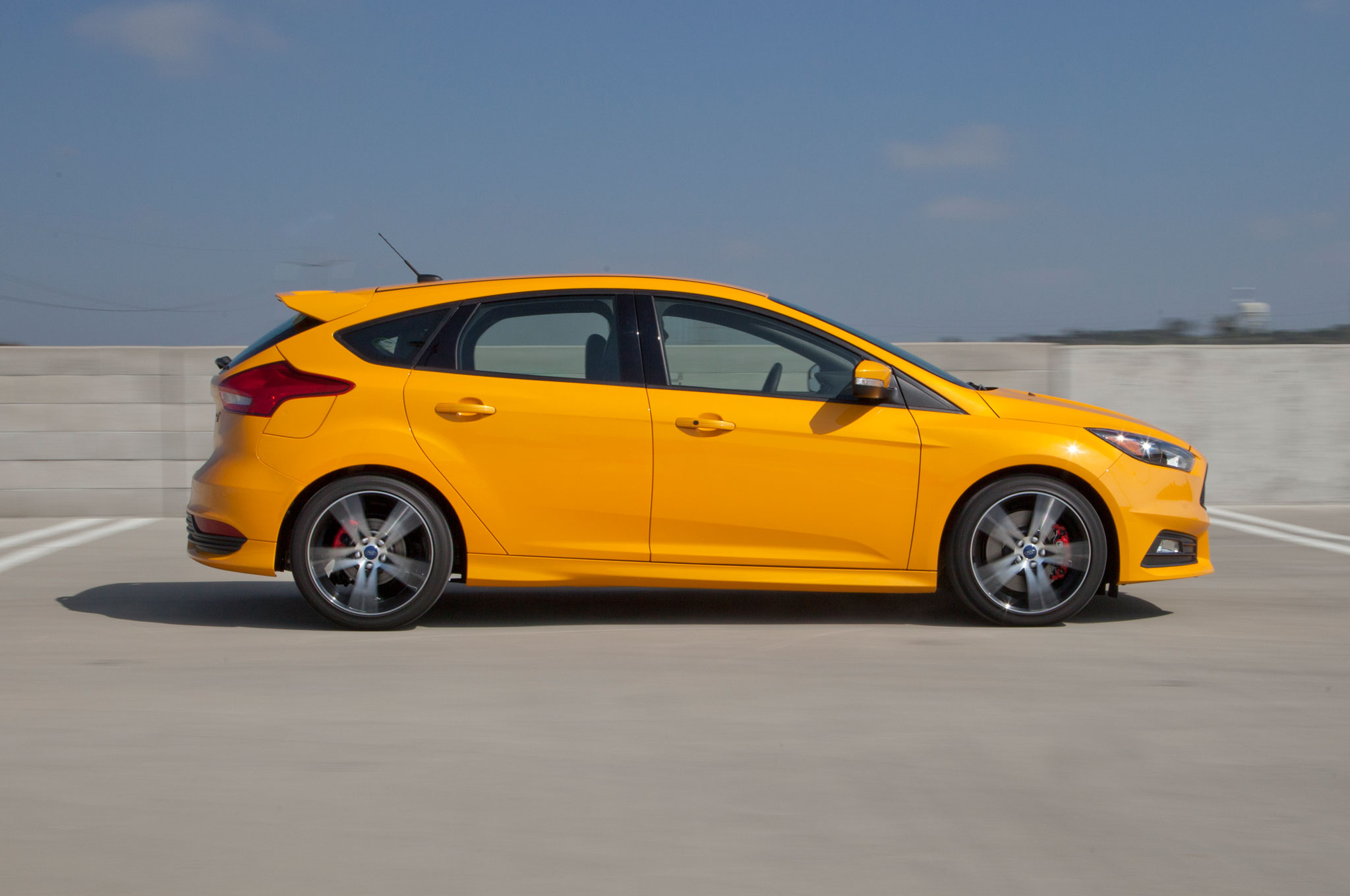2015 ford focus titanium hatchback review. Black Bedroom Furniture Sets. Home Design Ideas
