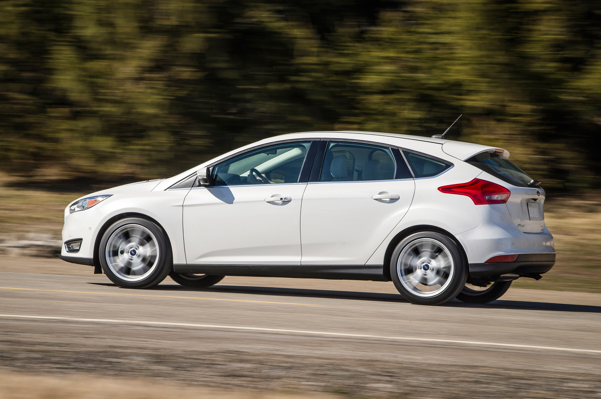 2015 ford focus hatchback side motion view on road