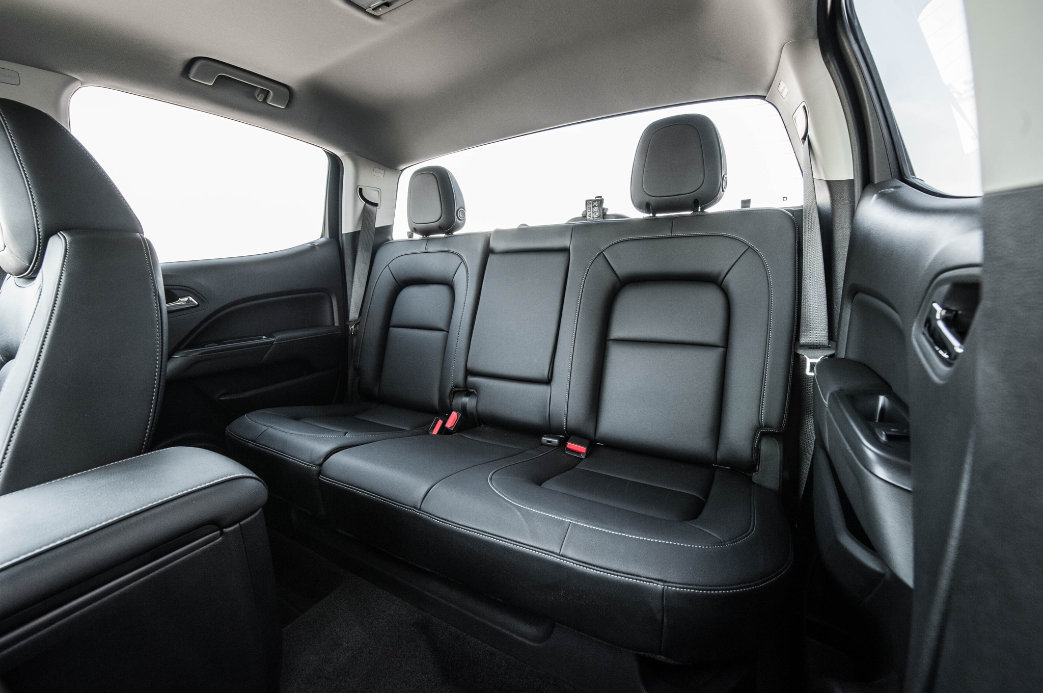 in news crew canyon cab review view gmc front motion v slt